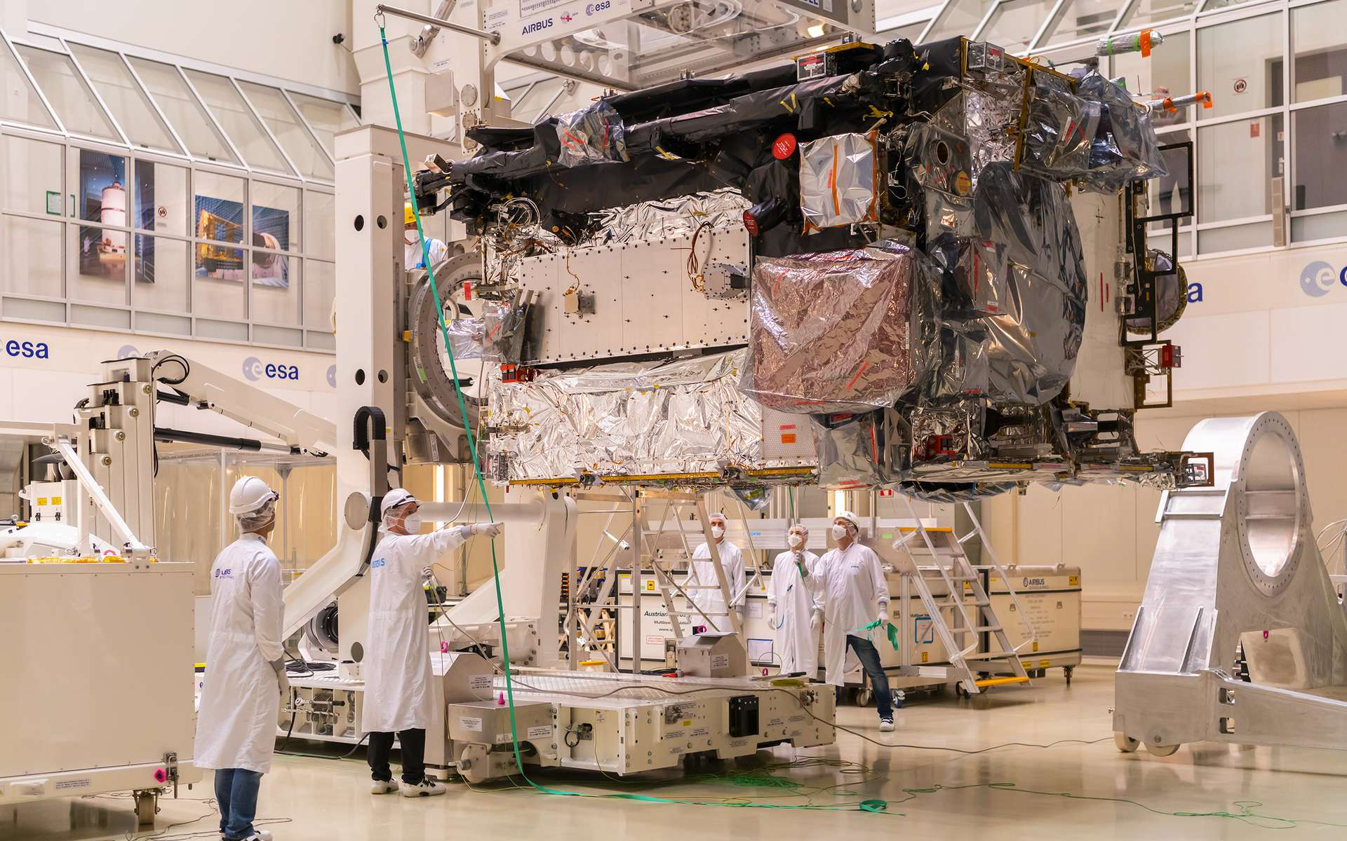La sonde Juice lors d'essais à l'Estec, le Centre technique de l'Agence spatiale européenne aux Pays-Bas. © ESA