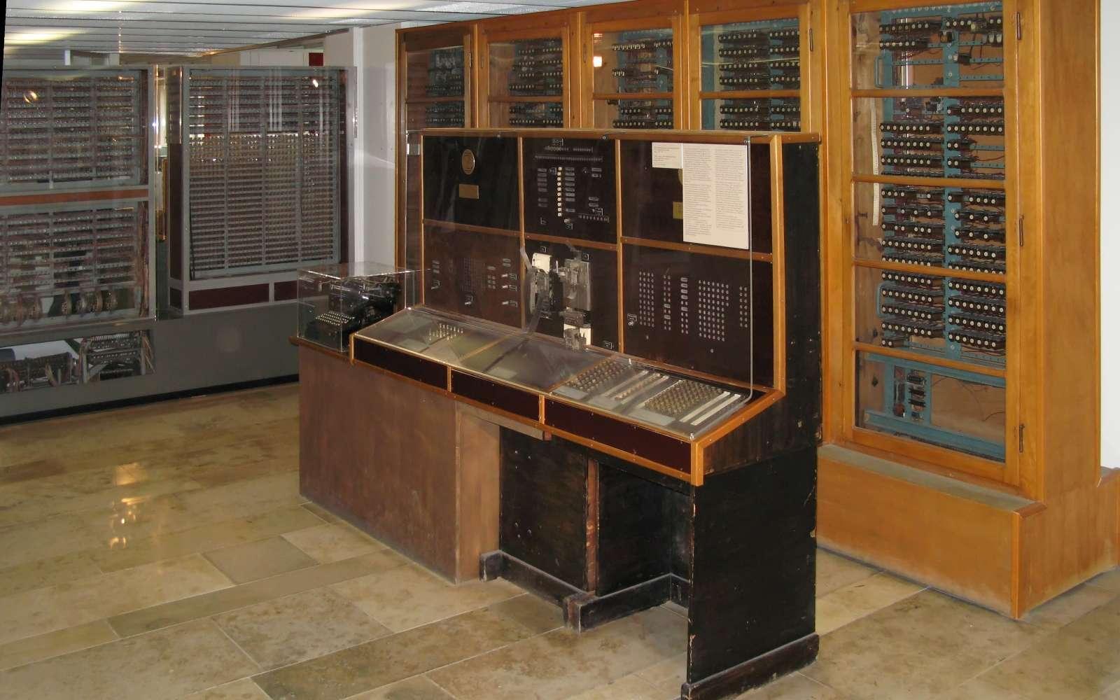 Le Zuse Z4 est le plus vieil ordinateur du monde. Il est exposé au Deutsches Museum à Munich en Allemagne. © Wikipedia
