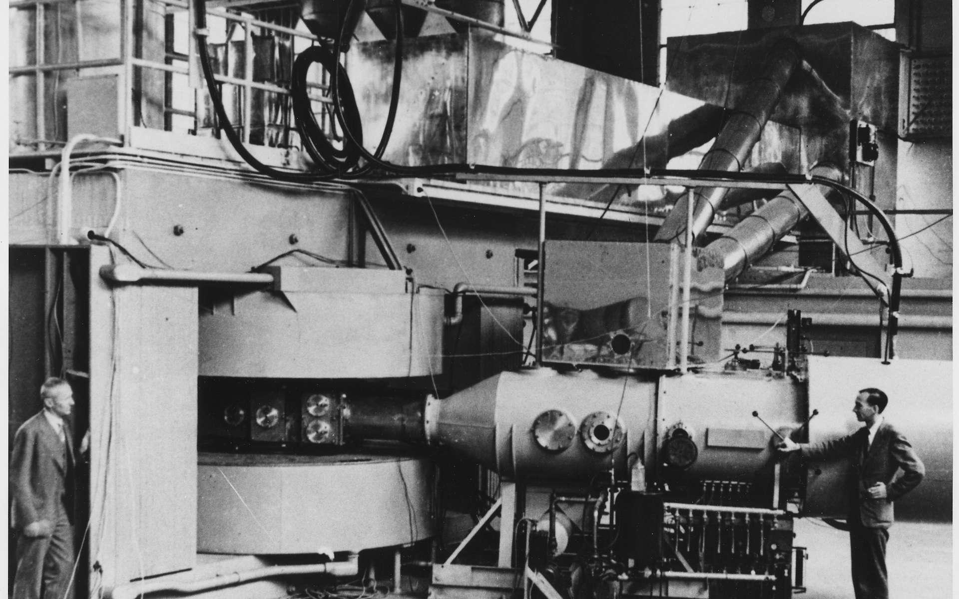 Le cyclotron du Lawrence Radiation Laboratory de Berkeley (Californie) grâce auquel le neptunium a été synthétisé pour la première fois. © Department of Energy. Office of Public Affairs, National Archives and Recrods Administration, DP