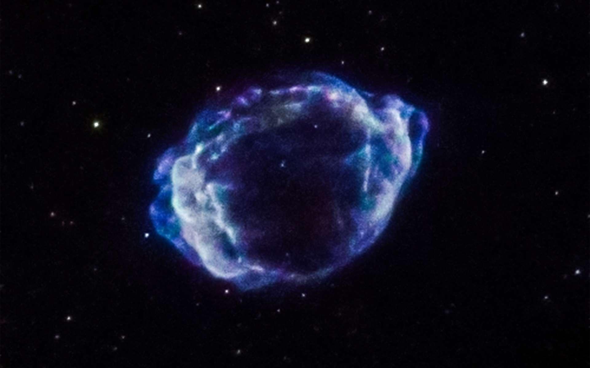 Rémanents de la supernova SNR G1.9+0.3 imagé dans le rayonnement X par Chandra. Étendus actuellement sur 30 années-lumière à près de 28.000 années-lumière de la Terre, les restes poursuivent leur expansion. © Nasa, CXC, CfA, S.Chakraborti et al.
