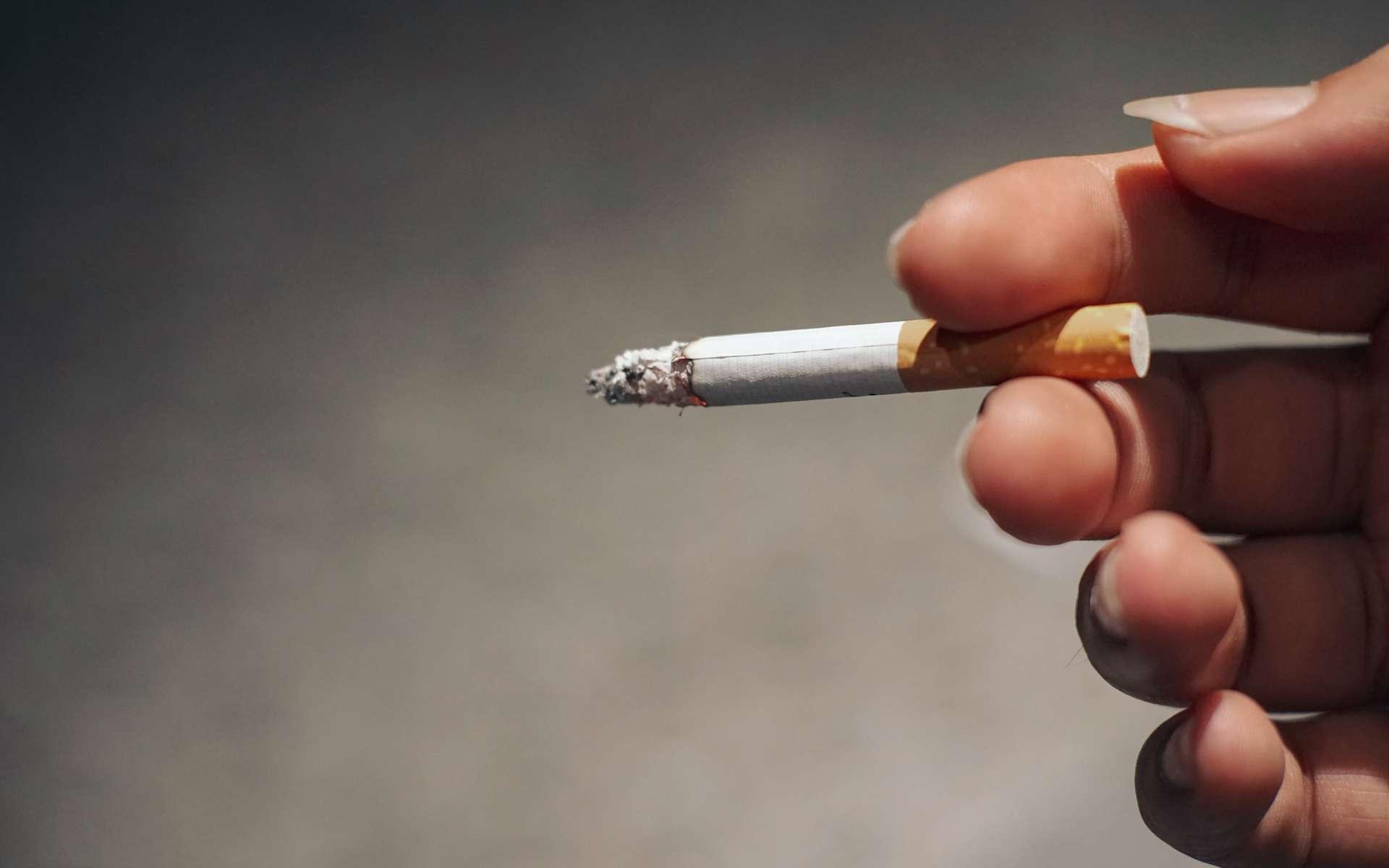 Le tabac entraîne un double effet d'aversion et d'addiction. © Romeo, Adobe Stock
