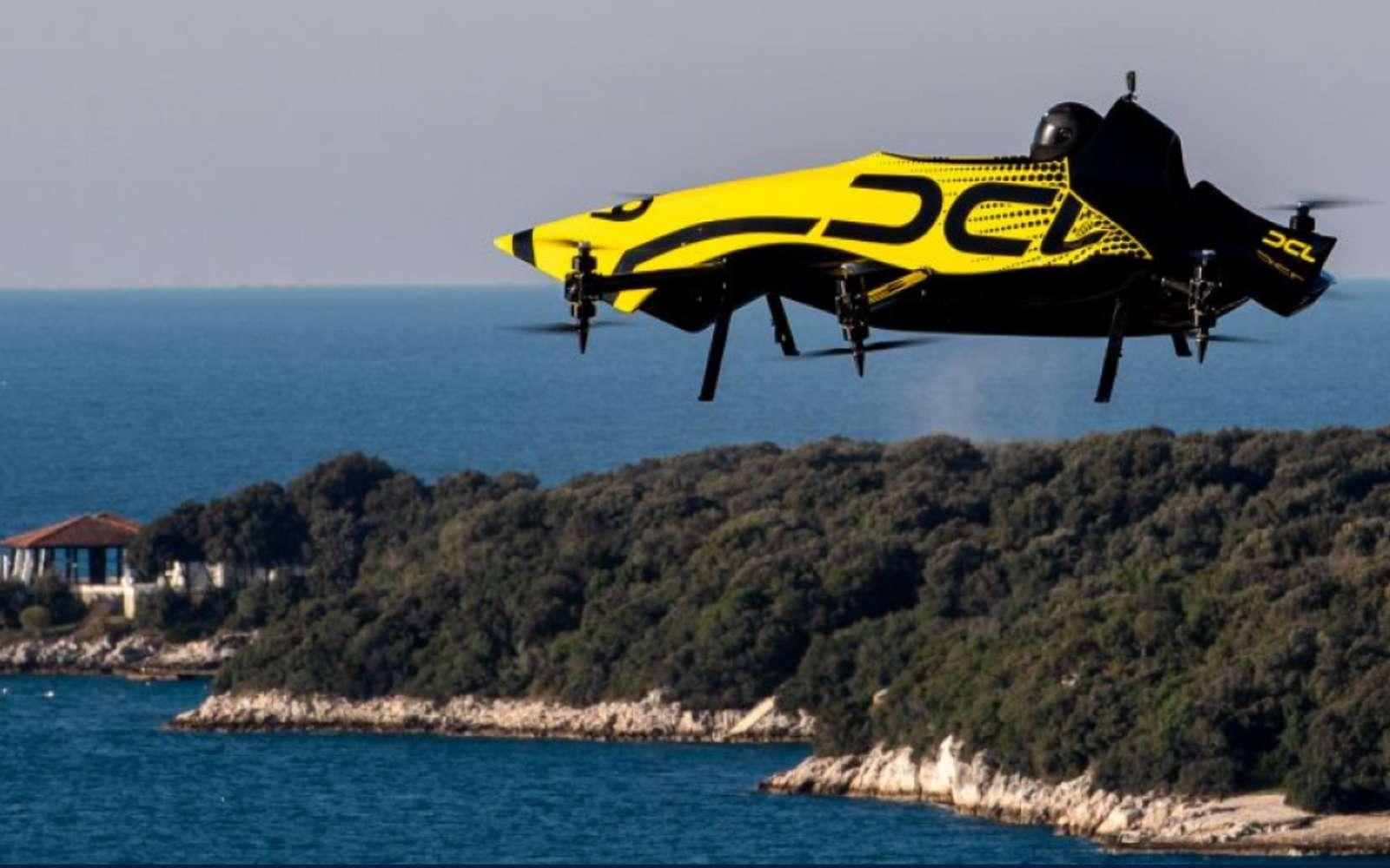 Le drone mis au point par DCL sait réaliser des figures de voltige classiques avec un mannequin à bord. Il pourrait très bien le faire avec un véritable passager. © DCL
