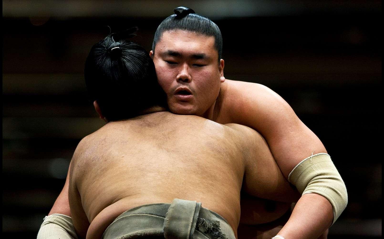 Le sumotori, sport national au Japon, oppose deux combattants obèses. C'est l'une des rares occasions où le surpoids est bien accepté. Si un médicament contre l'obésité venait à sortir un jour, il ne serait probablement pas détourné à des fins de dopage par ces sportifs. © Incanus Japan, Fotopédia, cc by nc sa 2.0