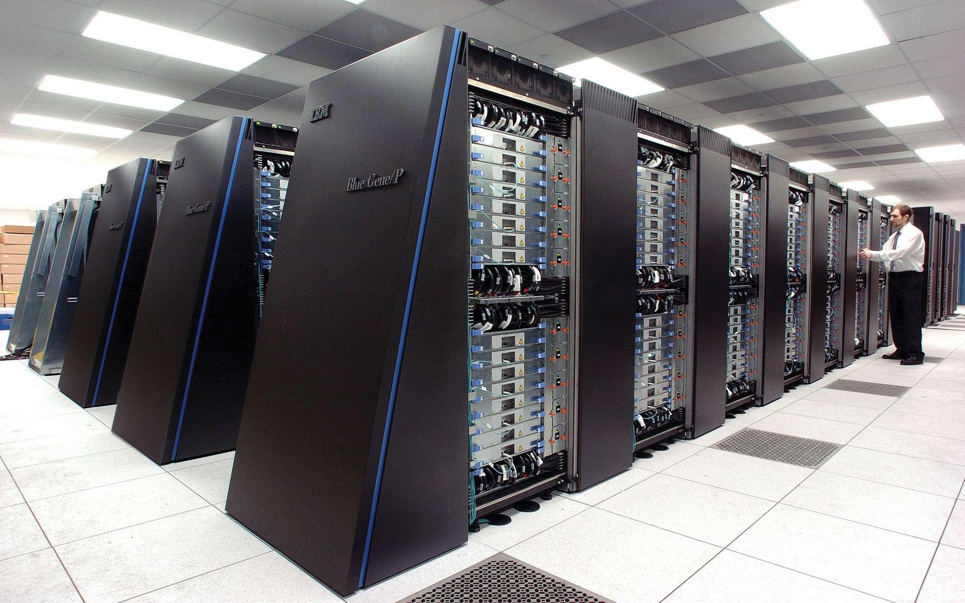 Une vue d'un des superordinateurs Blue Gene/P d'IBM. Gourmands en énergie, ils nécessitent d'être refroidis. On aurait tout intérêt à disposer de puces dissipant moins de chaleur et consommant moins d'énergie. © Wikipédia, CC by-sa 2.0