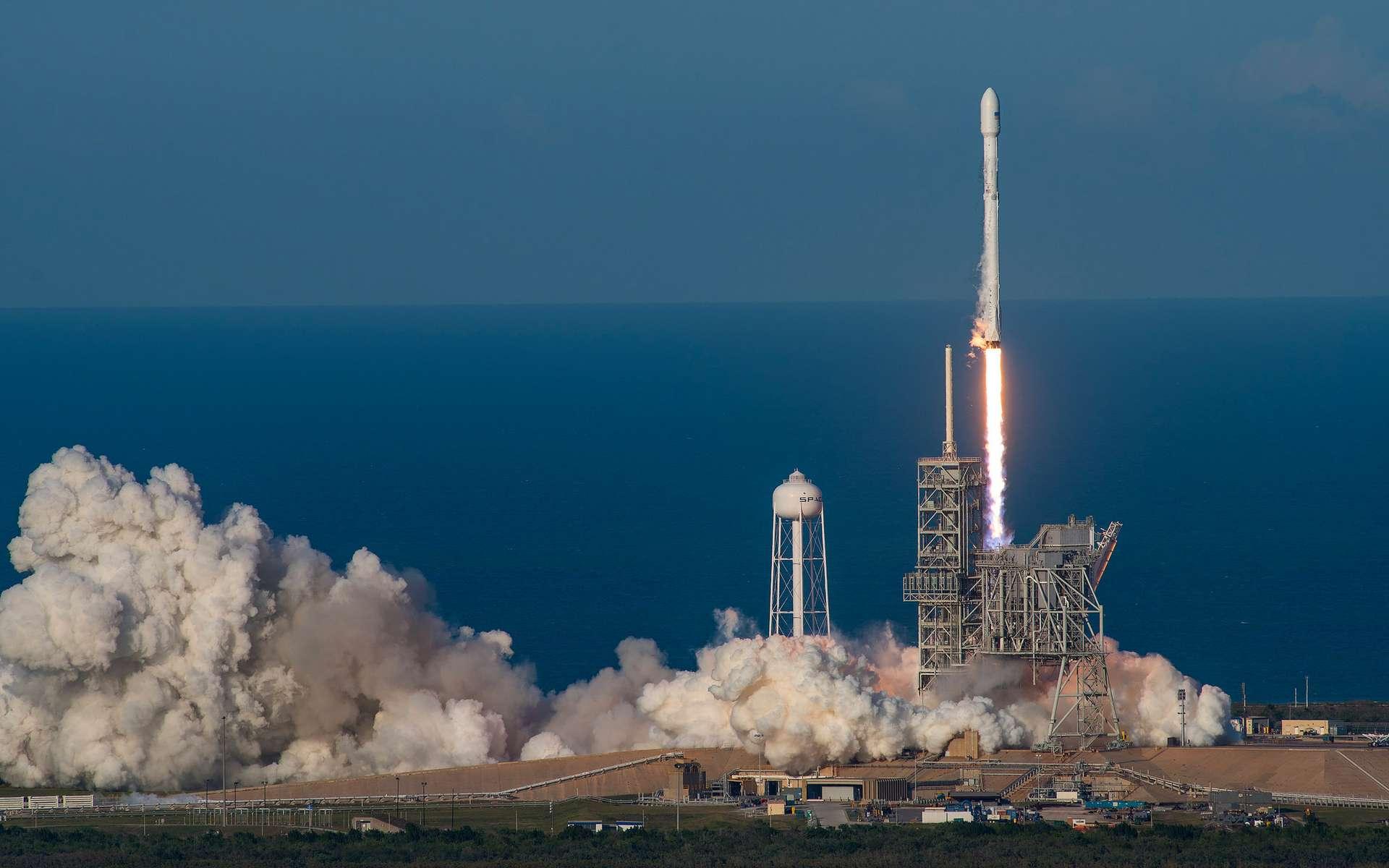 Décollage du lanceur Falcon 9 réutilisé avec à son bord le satellite de télécommunication SES-10. © SpaceX