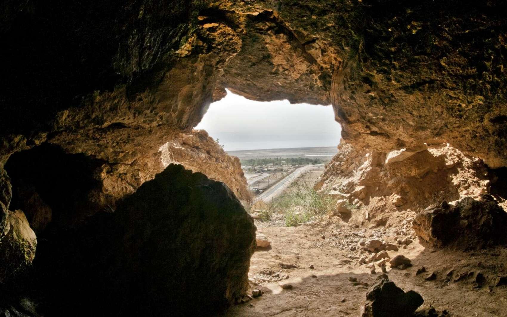 Une photo de l'une des grottes de Qumrân où les manuscrits ont été découverts. © Shai Halevi, Israel Antiquities Authority