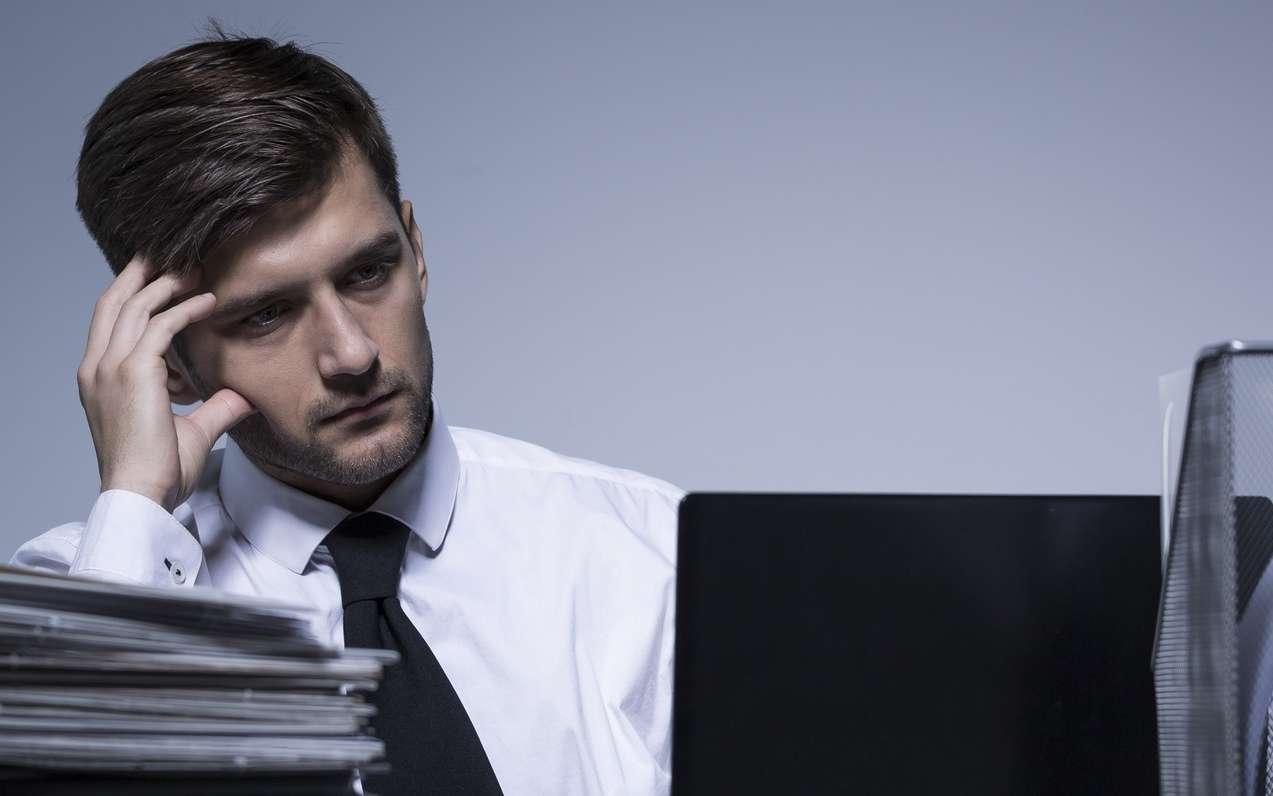 Le workaholique passe un temps démesuré au travail. © Photographee.eu, Fotolia
