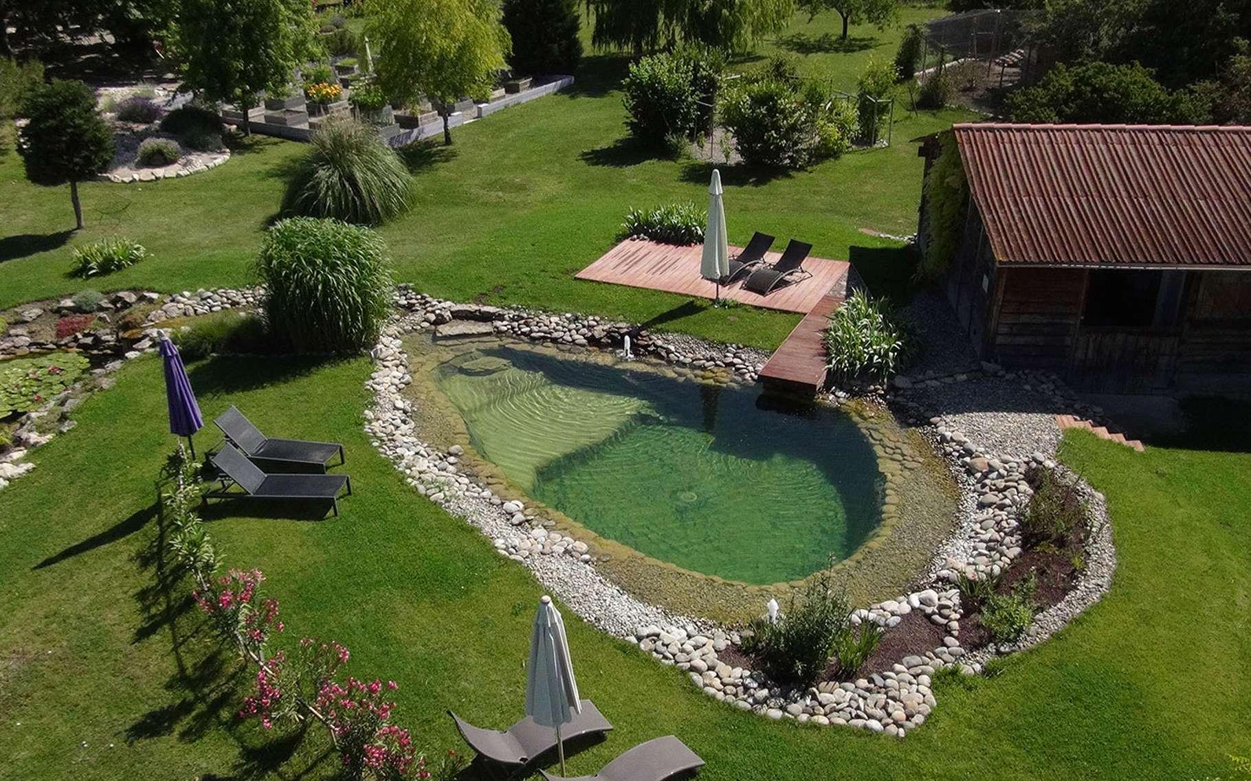 Construction d 39 une piscine naturelle quels mat riaux - Construction piscine reglementation ...
