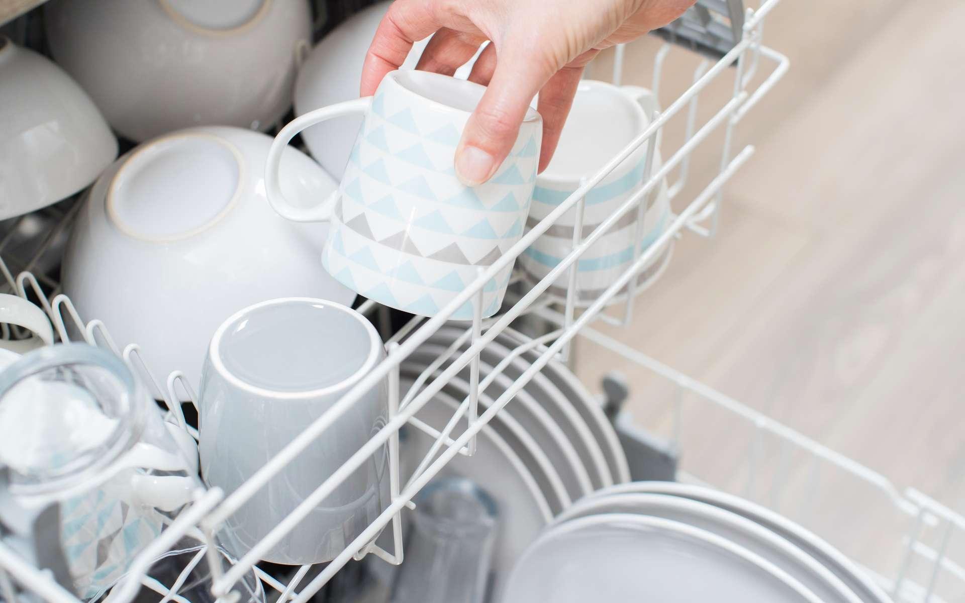 Avec ses nombreuses fonctionnalités, le lave-vaisselle encastrable est un appareil indispensable à votre cuisine. © Daisy Daisy, Adobe Stock