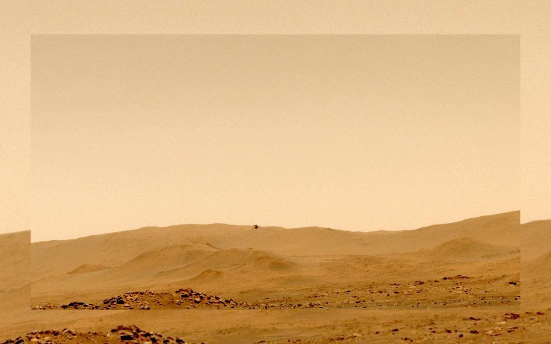 Ingenuity dans les airs, au-dessus de la surface de Mars, lors de son cinquième vol. La photo a été prise par la Mastcam-Z de Perseverance. © Nasa, JPL-Caltech