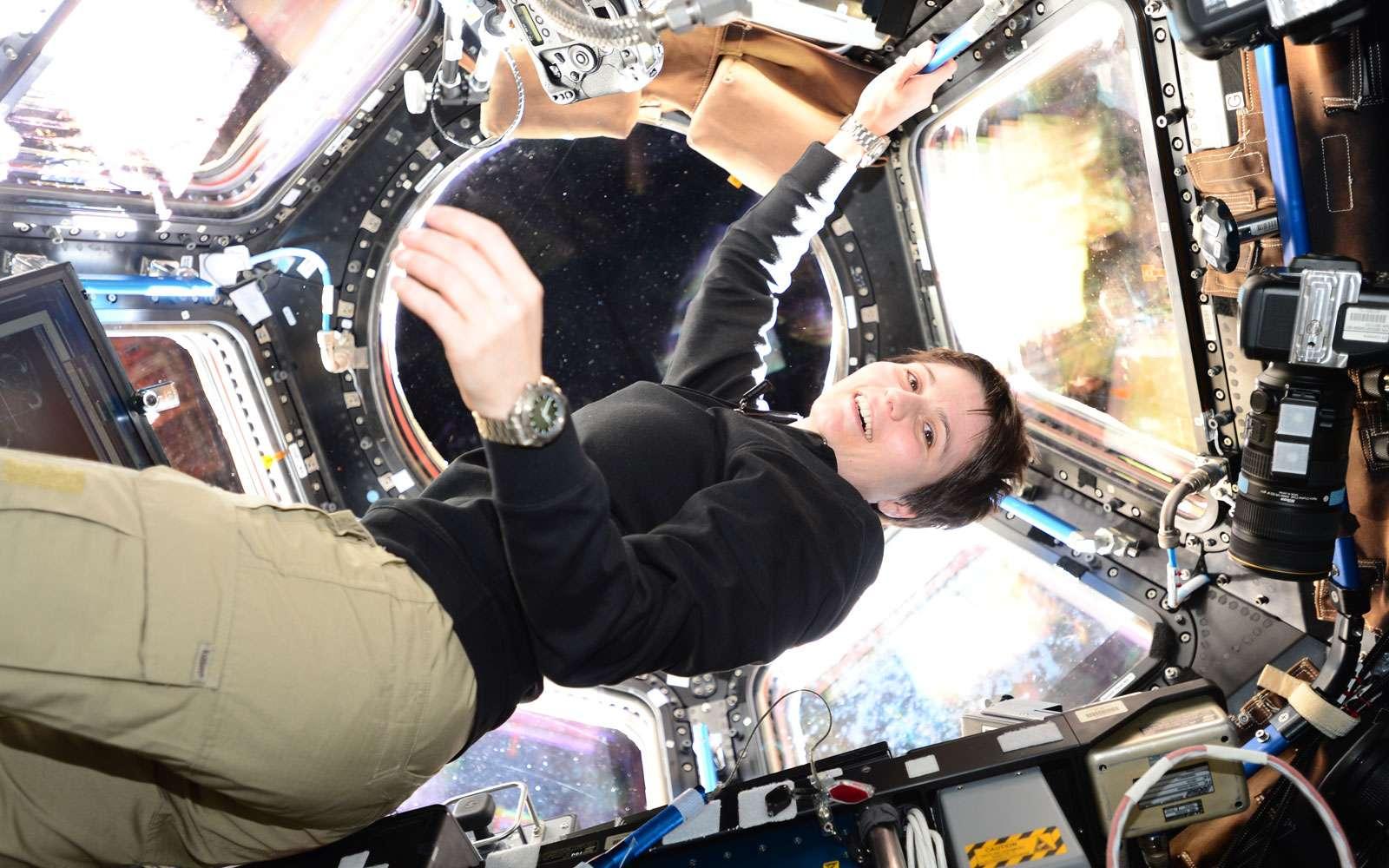 Les astronautes en activité autour de la Terre sont protégés du rayonnement galactique par la magnétosphère terrestre. C'est le cas de l'Italienne Sammantha Cristoforetti récemment arrivée à bord de la Station Spatiale internationale. © Esa, Nasa