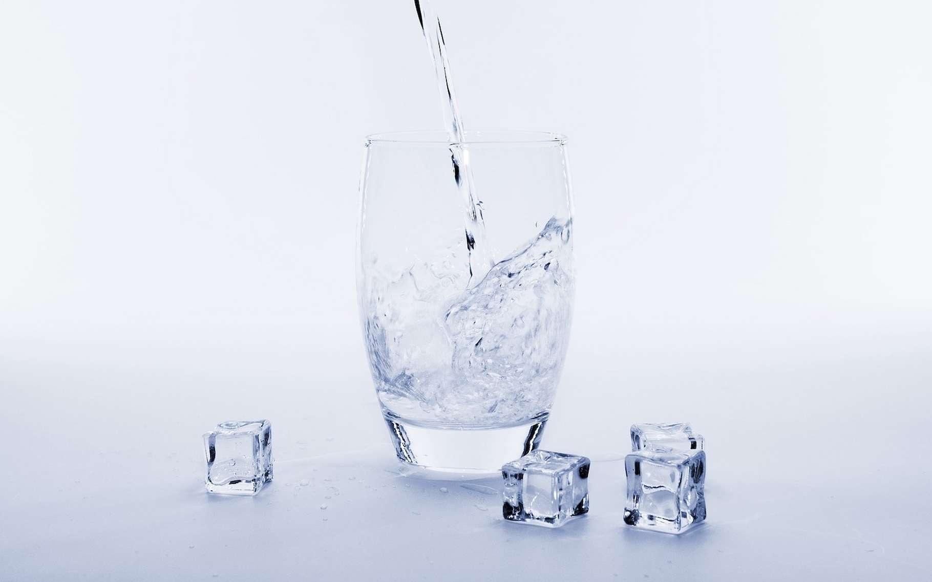 En principe, l'eau gèle à 0 °C, mais des chercheurs suisses sont parvenus à garder de l'eau liquide jusqu'à -263 °C ! © Bru-nO, Pixabay License