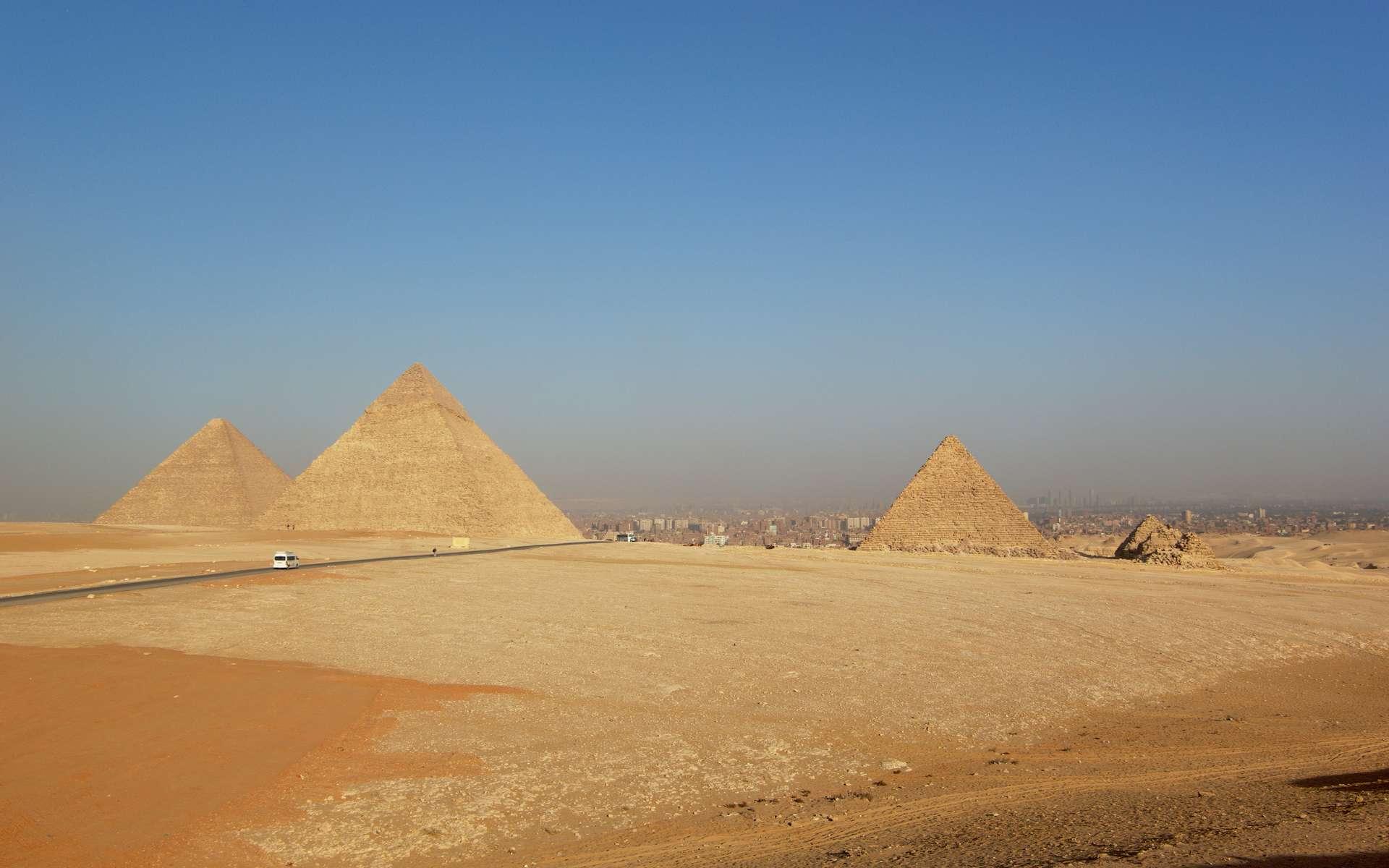 Des archéologues franco-britanniques ont peut-être trouvé dans une rampe étonnamment pentue, la clé de l'énigme de la construction des Grandes Pyramides d'Égypte. © Berthold Werner, Wikimedia Commons, CC by-sa 3.0