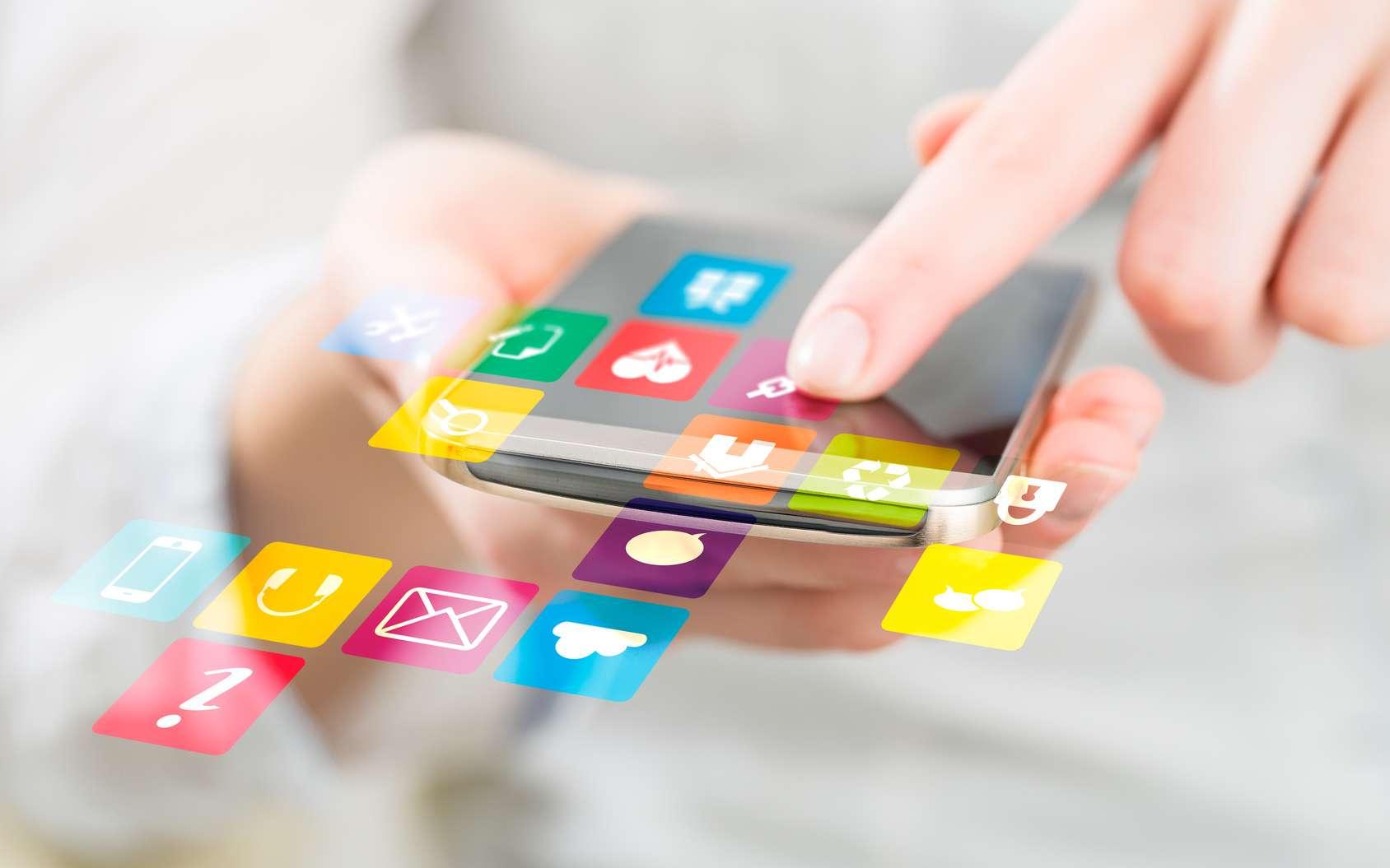 Les usages des réseaux sociaux de plus en plus déportés vers le smartphone © REDPIXEL, fotolia