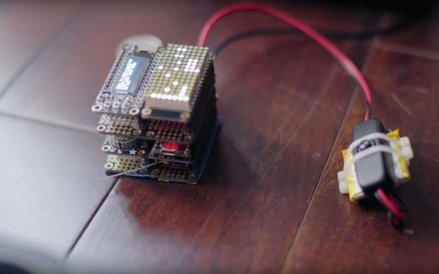 Le boitier Icarus est fabriqué à partir de composants électroniques courants. Il exploite une vulnérabilité dans le protocole radio DSMx qui est très répandu sur les jouets télécommandés et en particulier les drones. © Jonathan Andersson, Trend Micro