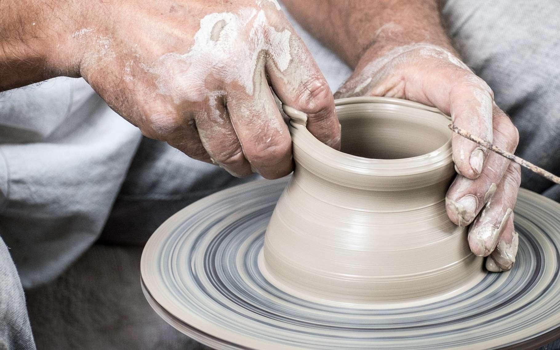 Le terme céramique est employé pour désigner un objet en terre cuite ou pour qualifier un matériau plus technique utilisé dans l'industrie. © LubosHouska, Pixabay, CC0 Creative Commons