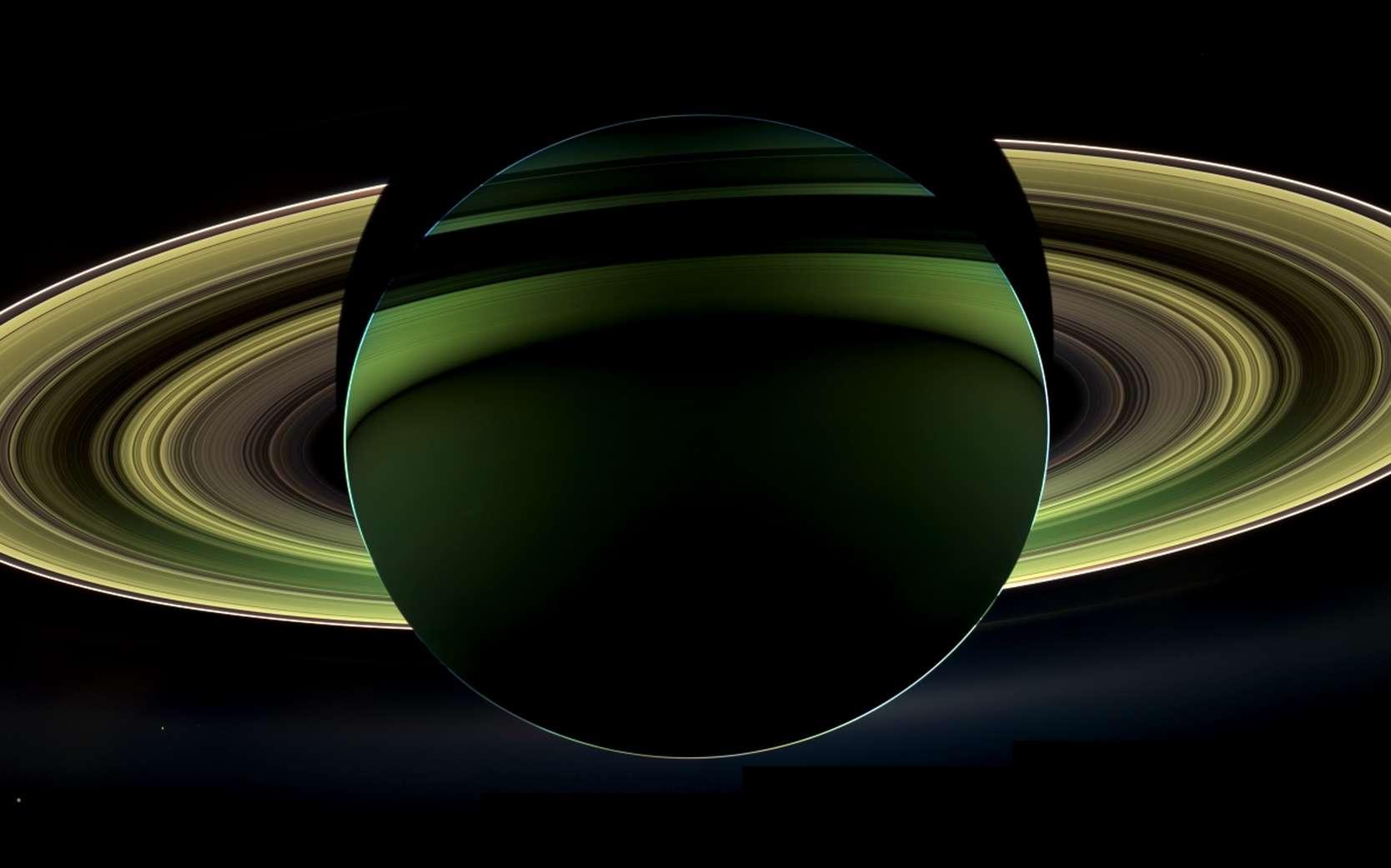 Saturne photographiée à contre-jour le 17 octobre 2012 par la sonde spatiale Cassini. Cette dernière vient de fêter ses 15 ans dans l'espace. © Nasa, JPL, Caltech, SSI