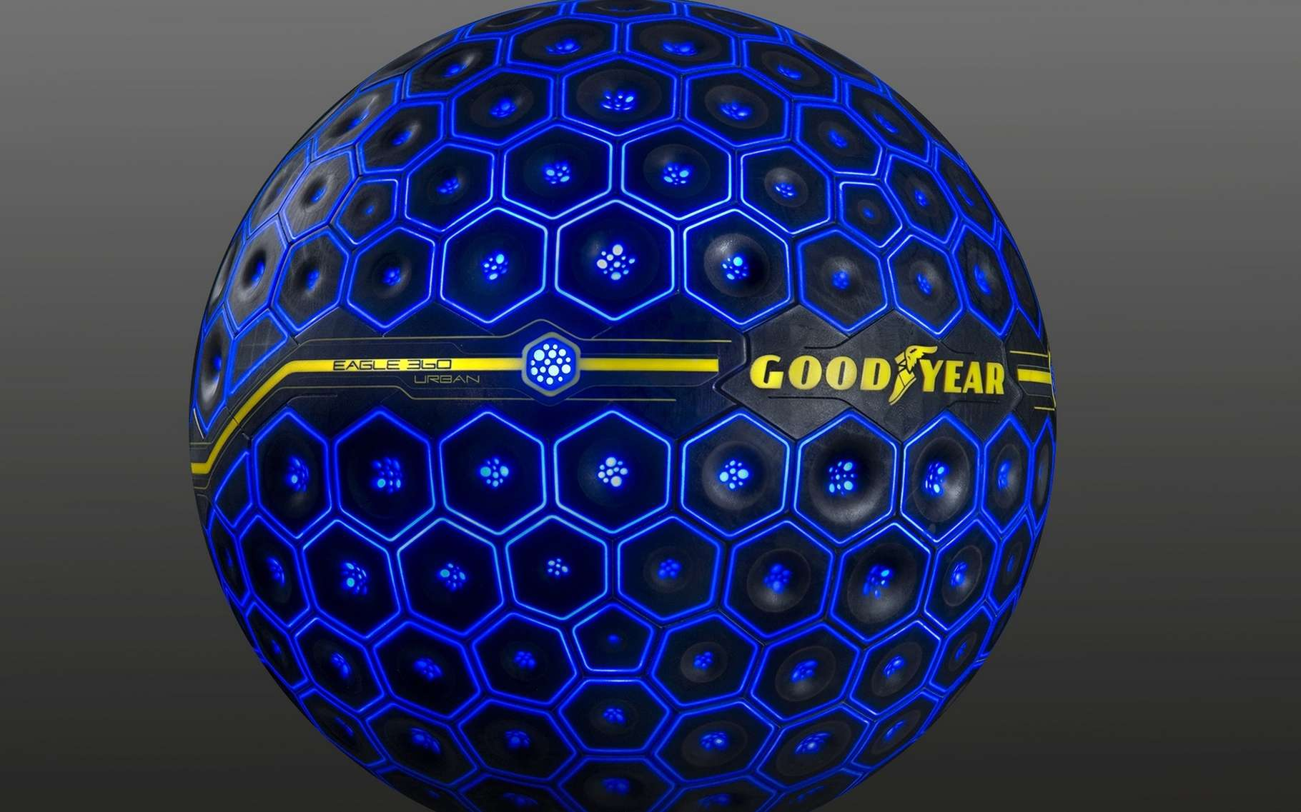 Le pneu sphérique Eagle Urban 360, de Goodyear, a été pensé pour être un élément central du « système nerveux » de la voiture du futur. © Goodyear