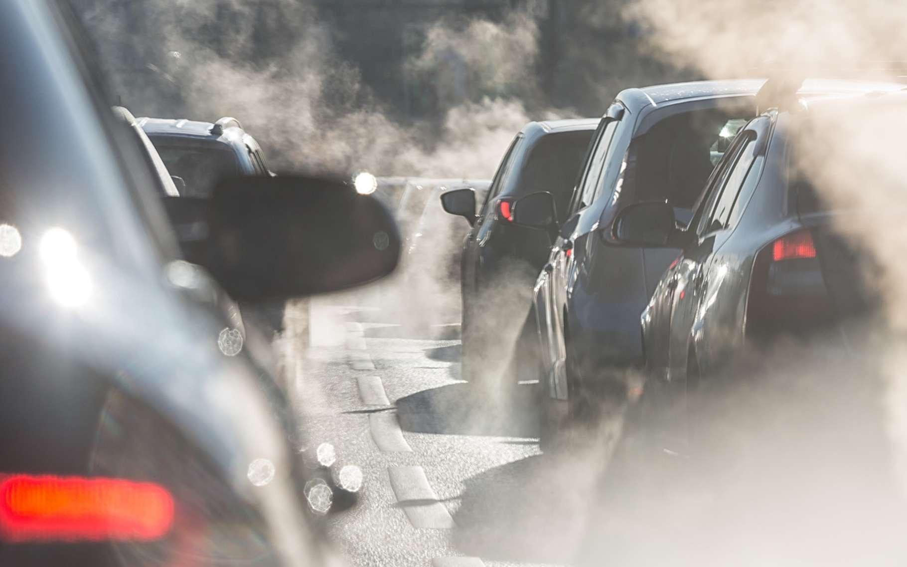 Afin de réduire la pollution automobile, les pouvoirs publics prennent de plus en plus régulièrement des mesures de réduction de vitesse. © elcovalana, Fotolia