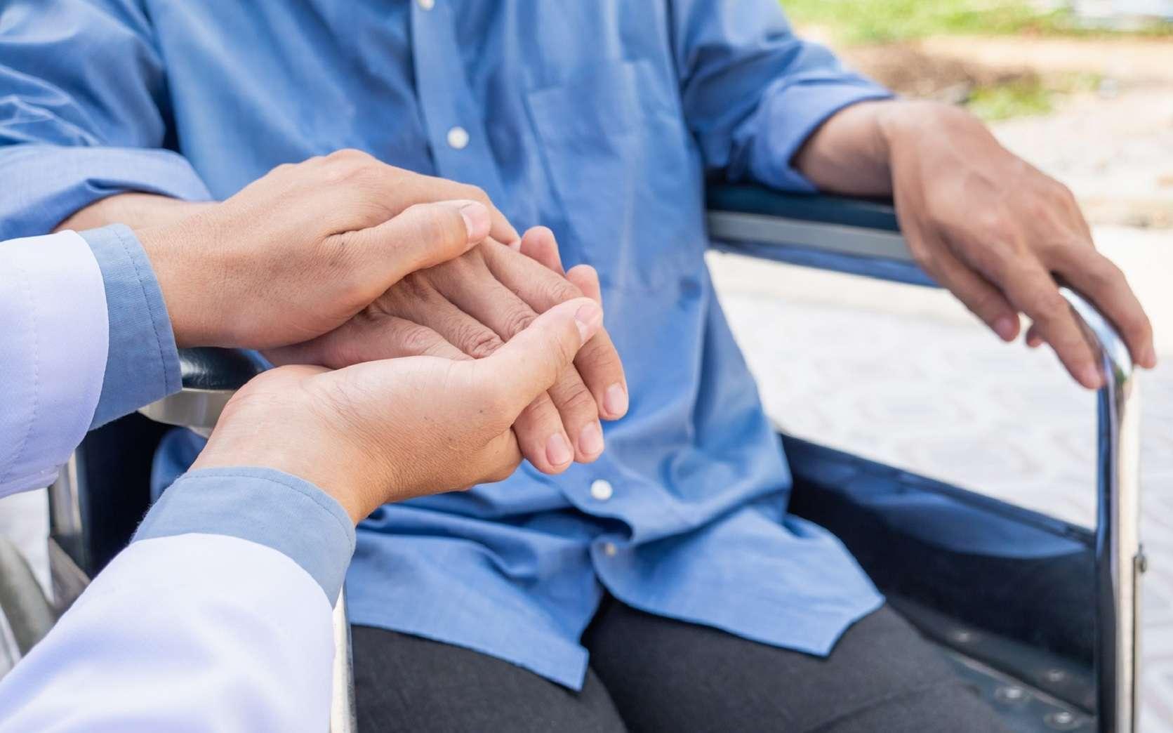 La maladie de Parkinson conduit à des troubles moteurs, dont des tremblements. © makibestphoto, Fotolia