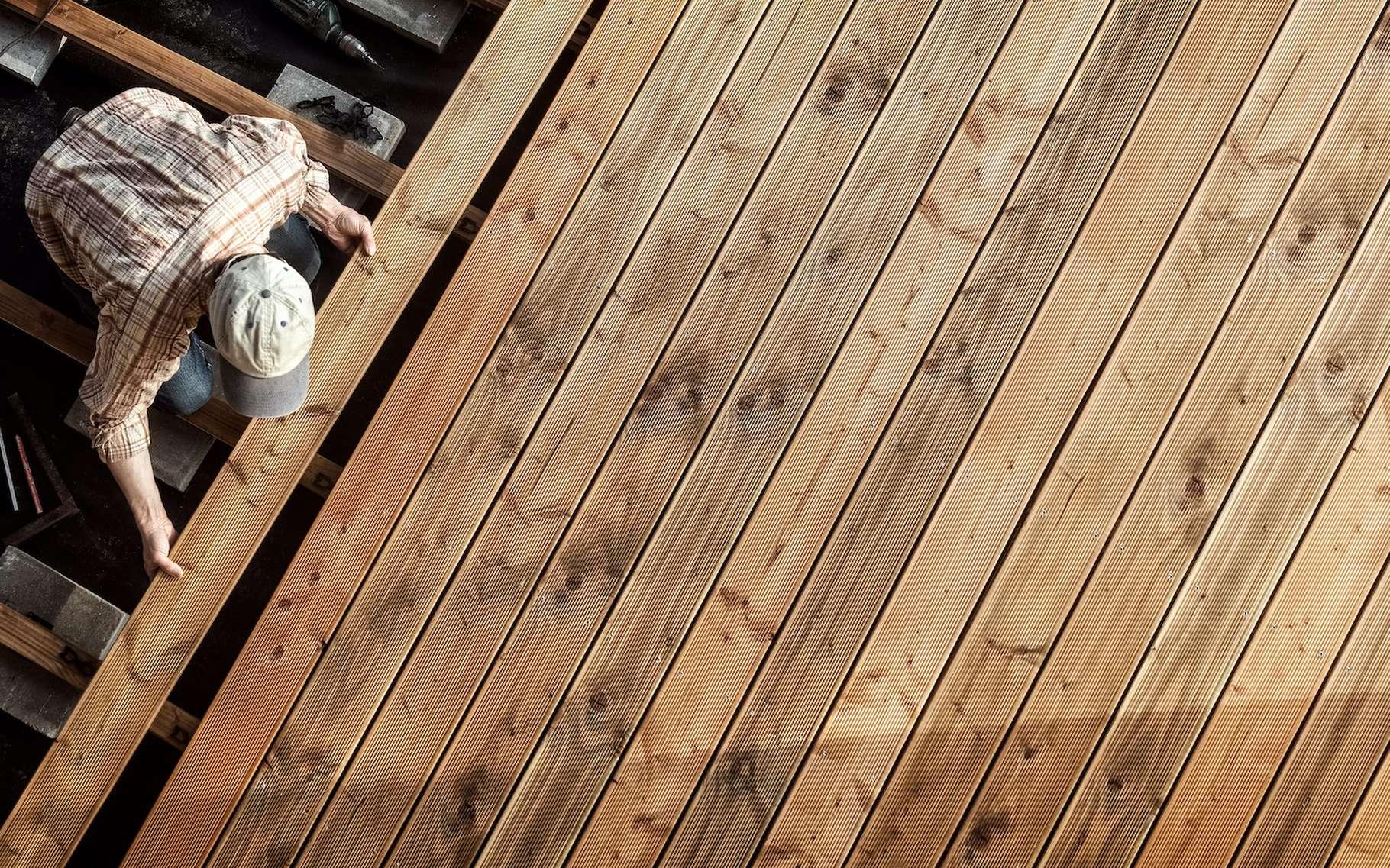 Des chercheurs de l'université du Maryland (États-Unis) ont mis au point une méthode de production d'un bois transparent qui pourrait être appliquée à la construction de maisons. © Ingo Bartussek, Adobe Stock