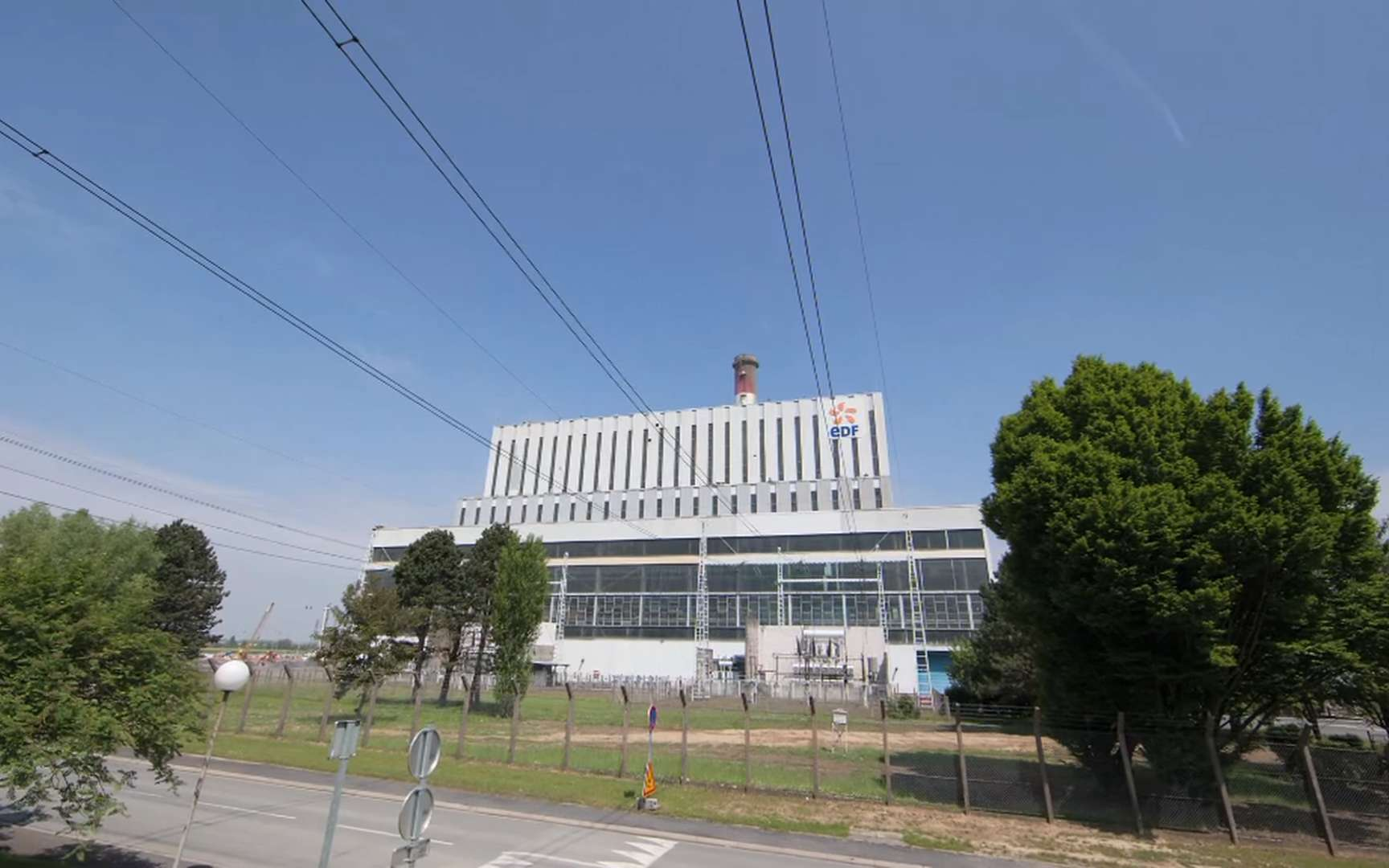 La nouvelle centrale de Bouchain abrite la turbine à gaz 9HA, la plus puissante du monde. Une seconde turbine, à vapeur, récupère de l'énergie des gaz chauds qui s'en échappent. Résultat : un rendement exceptionnel et des émissions très faibles de CO2, NOx et SO2. © EDF