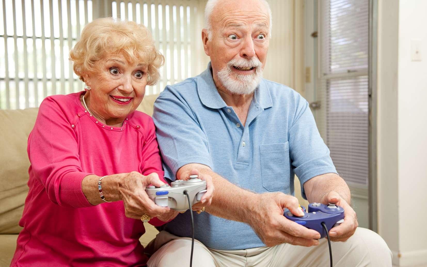 Méditation, jeux vidéo… sont autant de nouvelles techniques pour mieux vieillir. Alors, pour Noël, offrez un jeu vidéo à vos grands-parents ! © Lisa F. Young, Fotolia