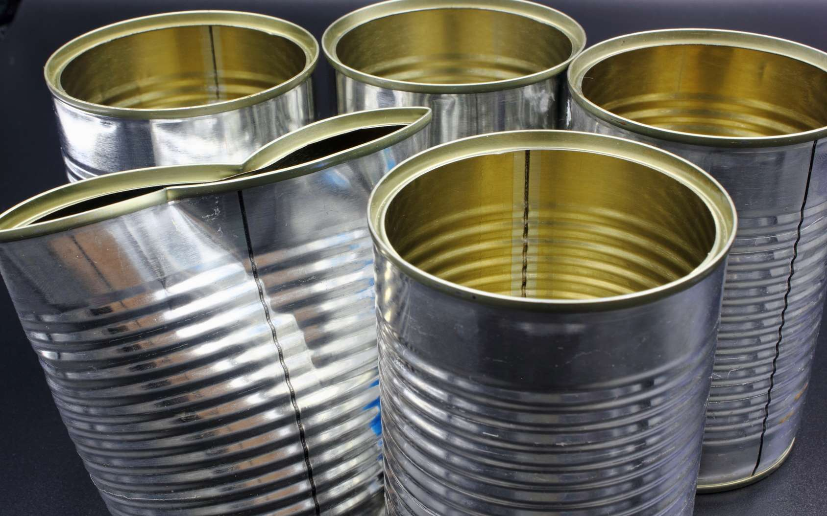 Le bisphénol A est notamment utilisé comme revêtement intérieur des boîtes de conserve. © William Richardson, Fotolia