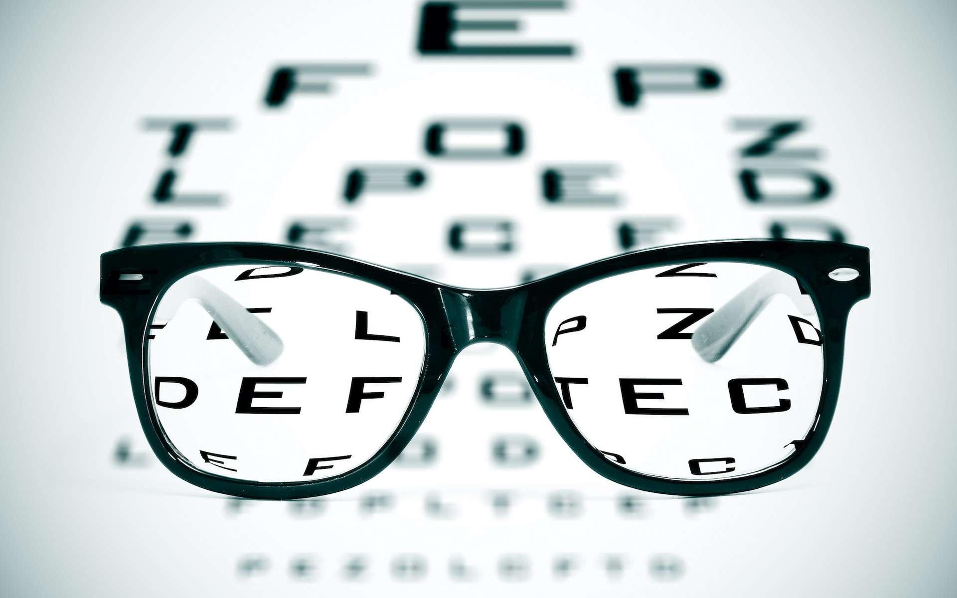 L'astigmatisme amène à confondre certaines lettres, comme les F ou les P, les H et les N. © nito, Adobe Stock