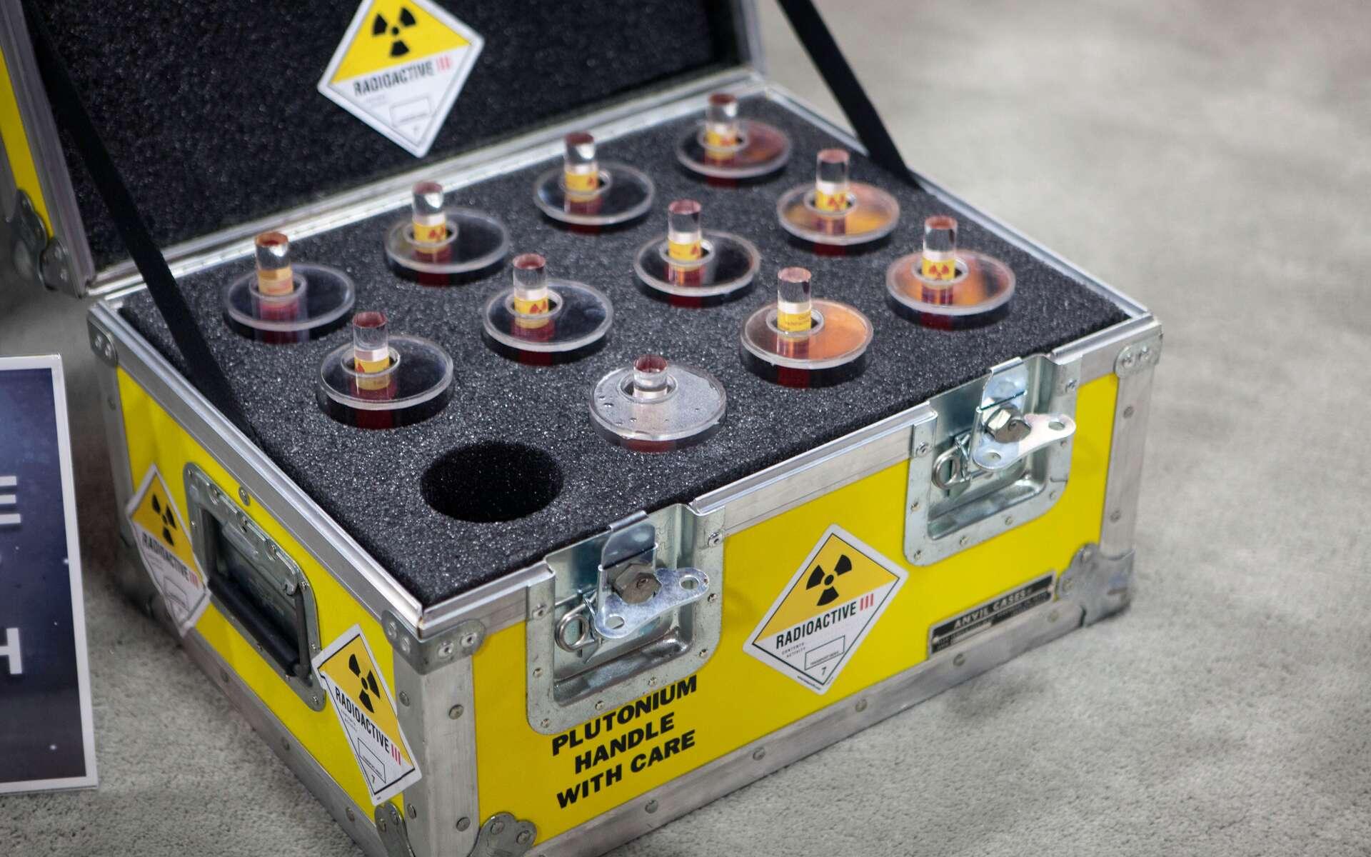 Le plutonium présente une radiotoxicité très élevée et doit être manipulé avec les plus grandes précautions. © Mooshuu, Flickr, CC by-sa 2.0