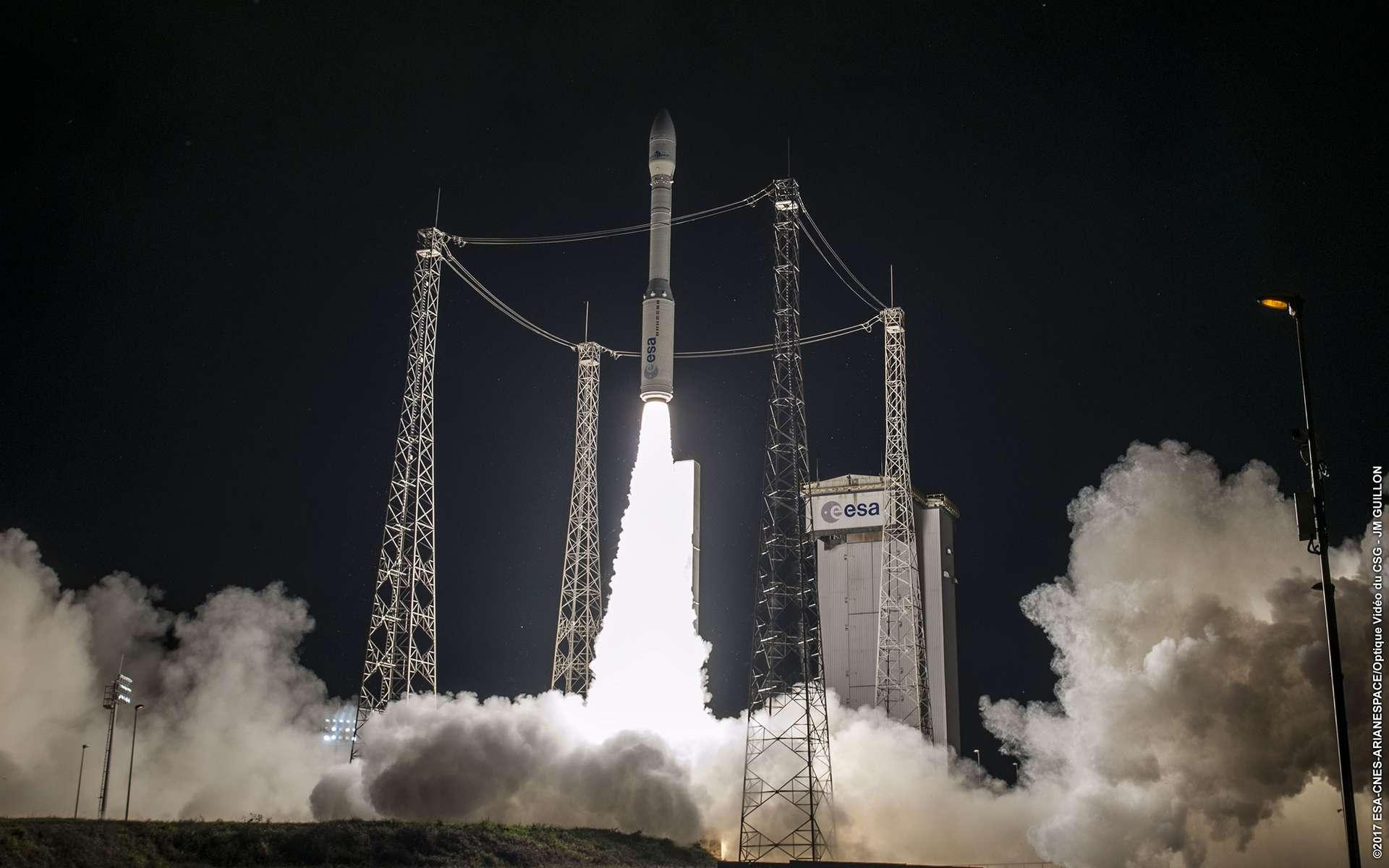 Décollage du lanceur Vega (VV17) le 17 novembre. Huit minutes plus tard, une dégradation de la trajectoire était constatée, entraînant la perte de la mission et des deux satellites d'observation de la Terre que Vega transportait. © ESA, Cnes, Arianespace