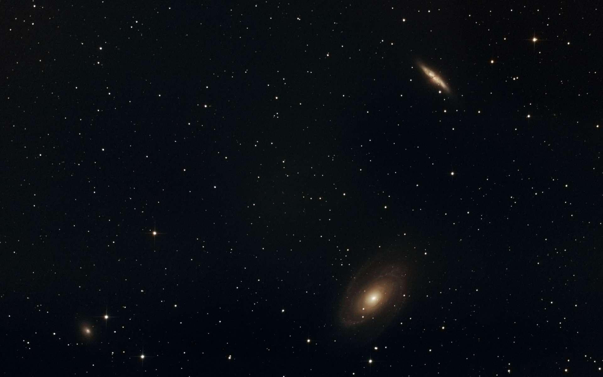 Le couple galactique M 81 et M 82 est accompagné de NGC 3077. © Maxime Simet