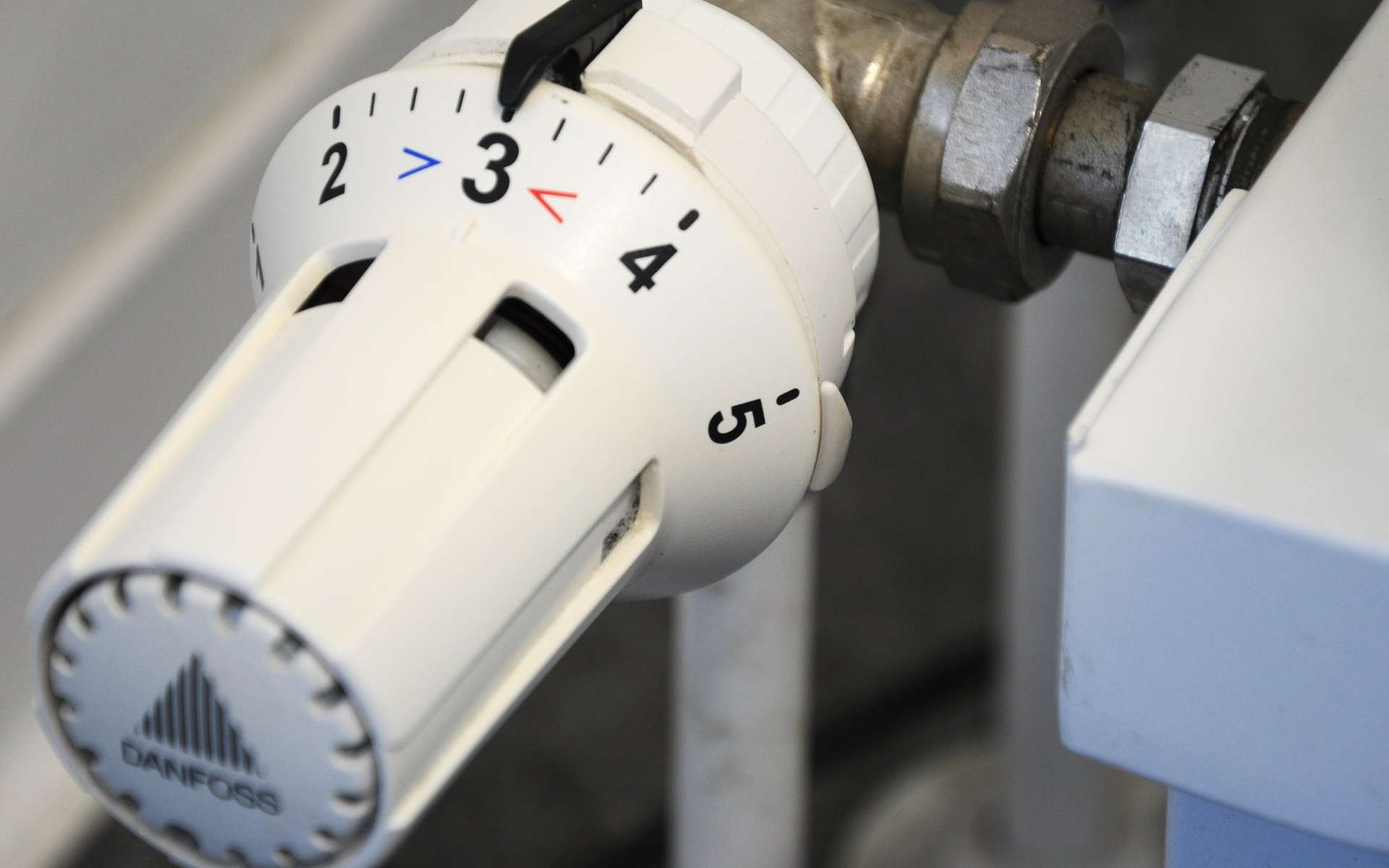 Il n'y a pas de réponse unique, le meilleur chauffage électrique dépend de plusieurs critères de choix : le confort, le respect de l'environnement et la facilité d'entretien.