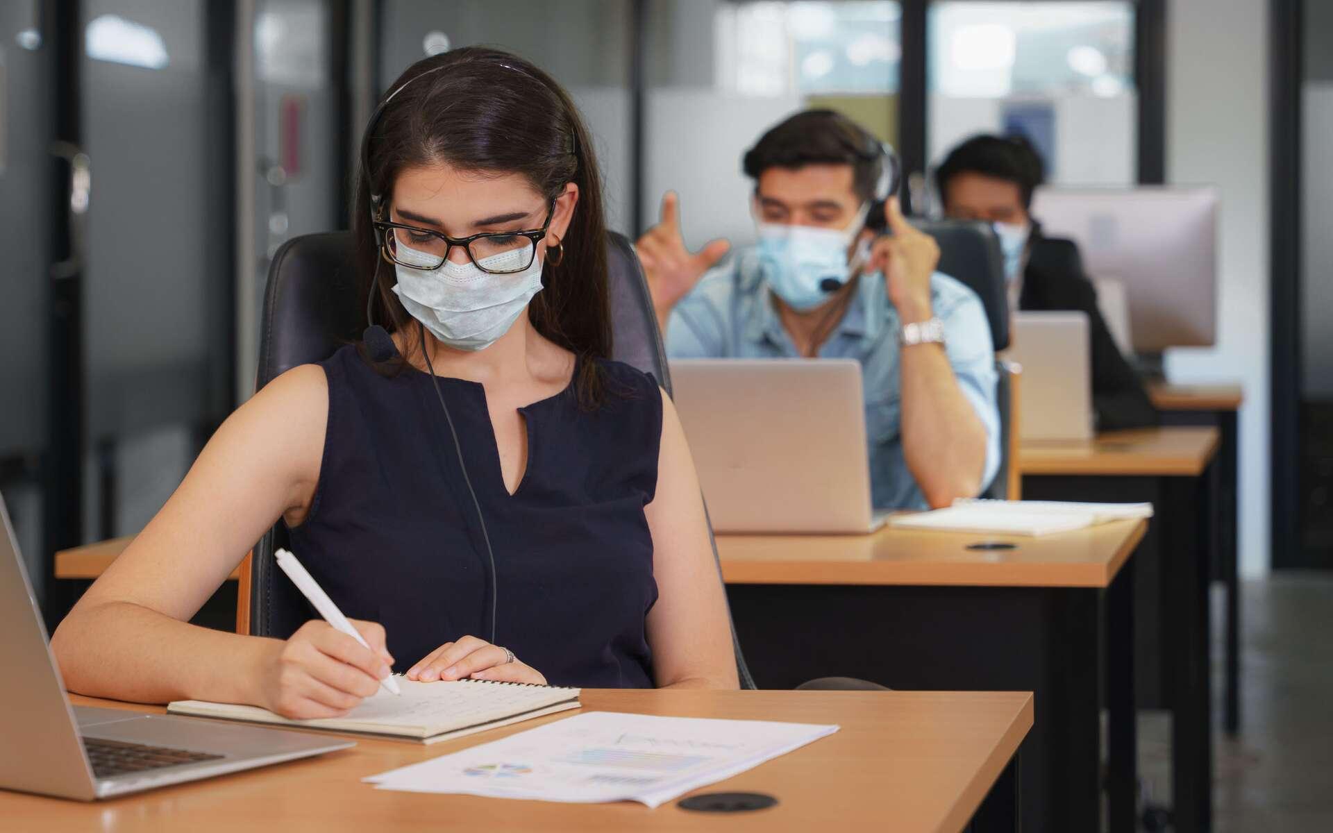Le masque au quotidien, un accessoire qui doit être confortable. © Mongkolchon, Adobe Stock