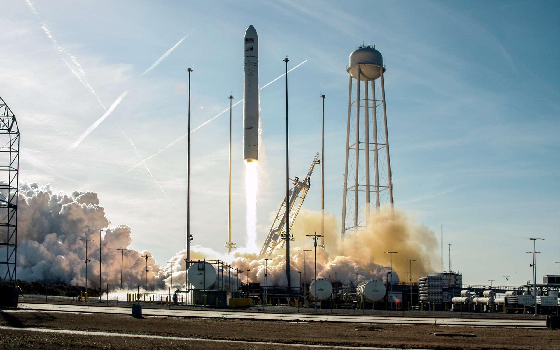 Troisième mission réussie pour le lanceur Antares. Après deux vols de qualification, dont un avec un cargo Cygnus lancé à destination de l'ISS, cette mission marque le début de l'activité commerciale pour ce système de lancement privé. © Bill Ingalls, Nasa