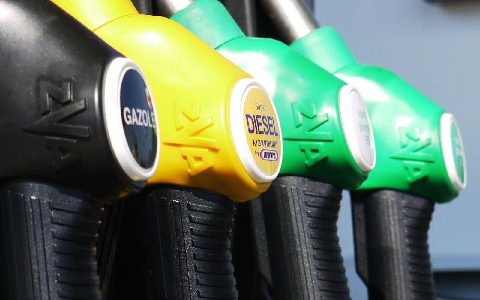 Les voleurs désactivaient le système automatique des pompes et pouvaient se servir de l'essence sans payer. © ResoneTIC, Pixabay
