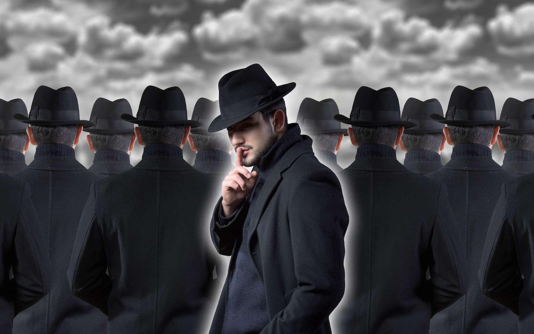 Non, les complotistes ne sont pas tous des illuminés qui portent un casque en aluminium sur la tête. Des chercheurs les jugent au contraire étonnamment ordinaires. © rodjulian, Adobe Stock