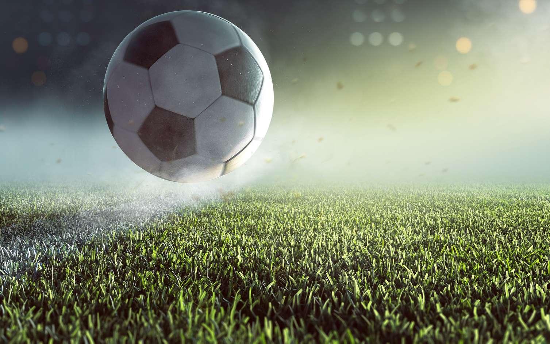 Le football, avec ses mouvements rapides, le suivi de la balle et la stratégie de groupe est un bon terrain d'expérimentation pour la robotique. © lassedesignen, Fotolia