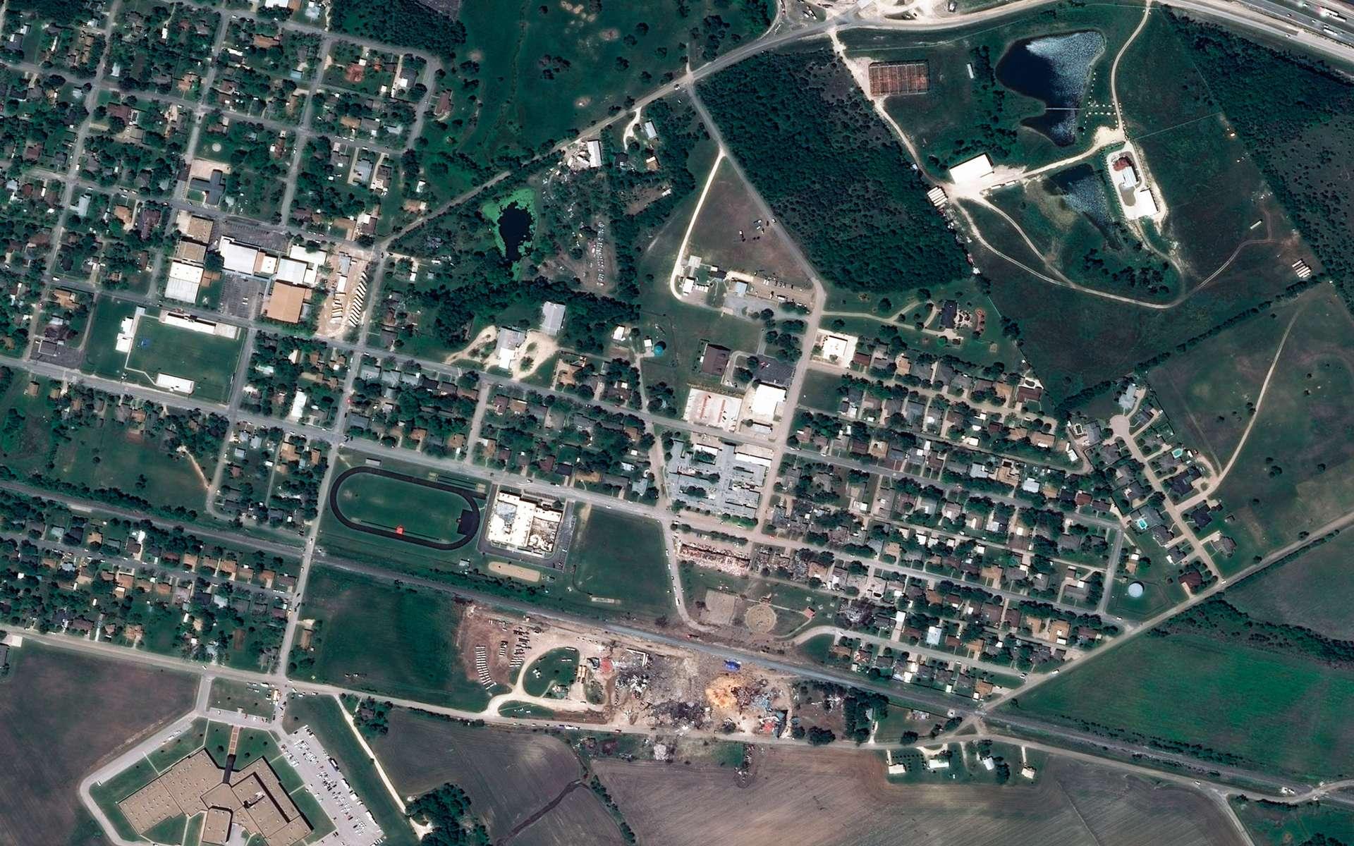 Cette image a été acquise par l'un des deux satellites de la constellation Pléiades, le 22 avril, soit cinq jours après l'explosion de l'usine de West Fertilizer. Elle offre une résolution de 50 centimètres. © Cnes, Astrium Services, Spot Image, 2013