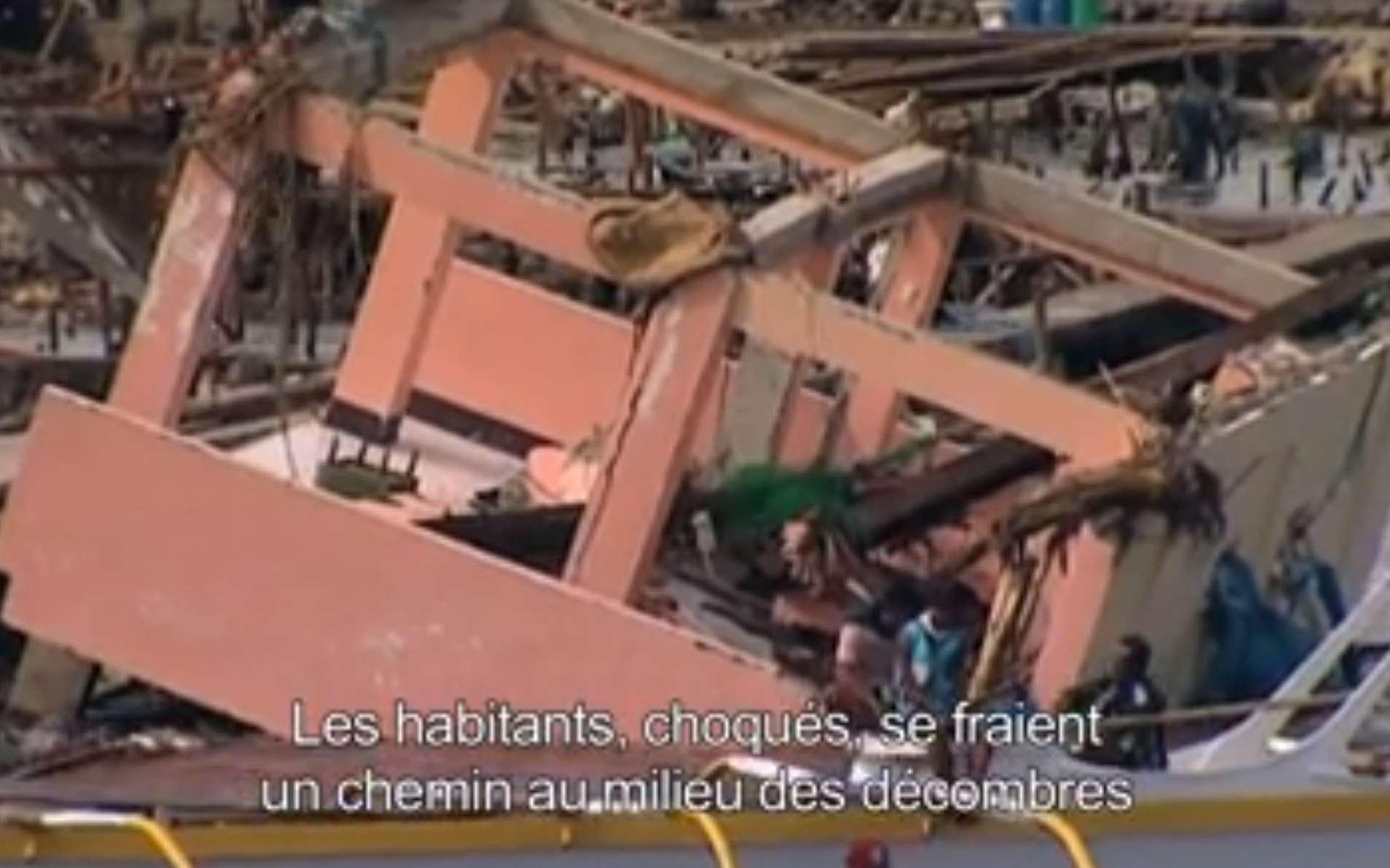 Lors de son passage d'est en ouest sur les Philippines, la puissance du typhon Haiyan était maximale. Arbres et constructions ont été balayés sur sa route, faisant des milliers de victimes et des dégâts considérables. © Discovery Channel