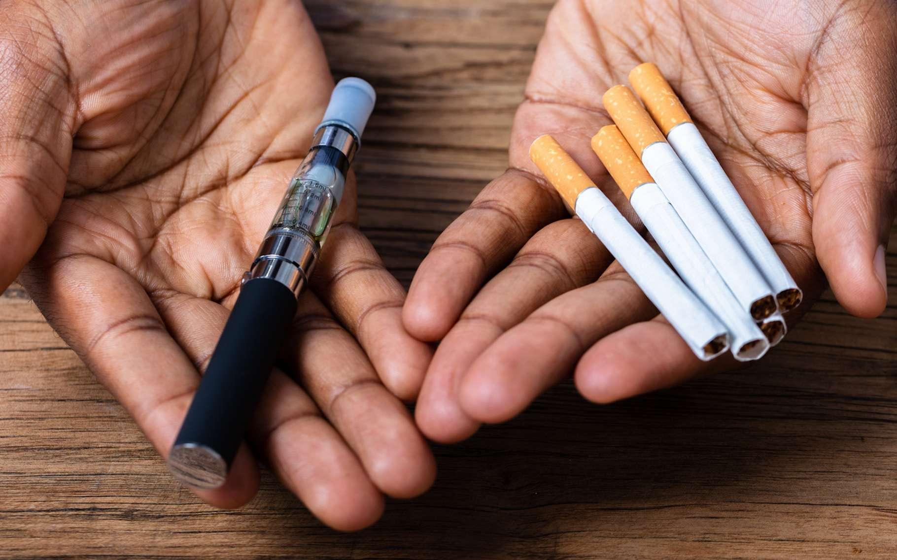 La plupart des adeptes de la cigarette électronique semblent avoir recours au vapotage pour réduire leur consommation de cigarettes classiques. © Andrew Popov, Fotolia