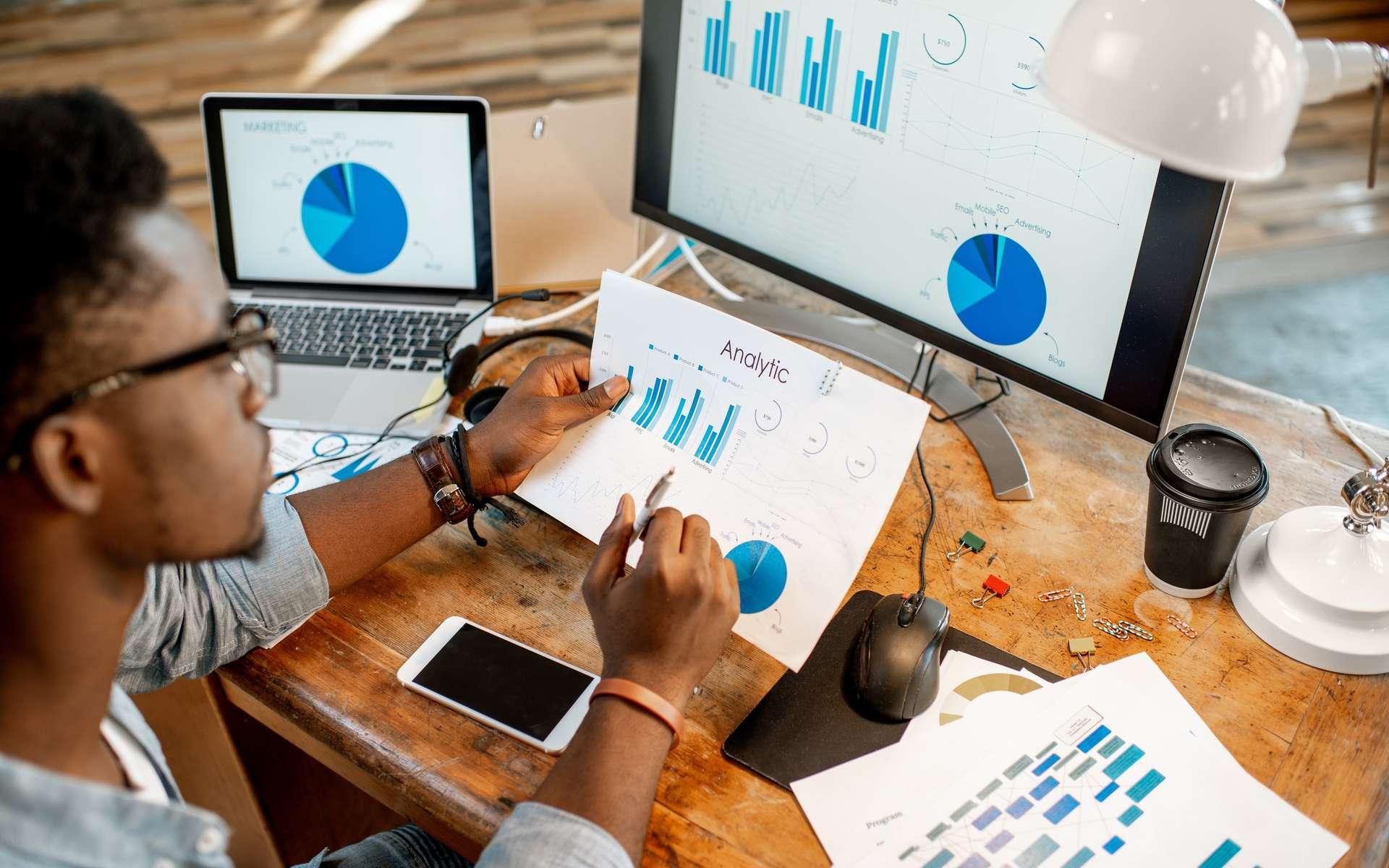 Le data analyst se concentre sur un type de données afin de les valoriser pour en dégager une stratégie marketing. © rh2010, Adobe Stock.