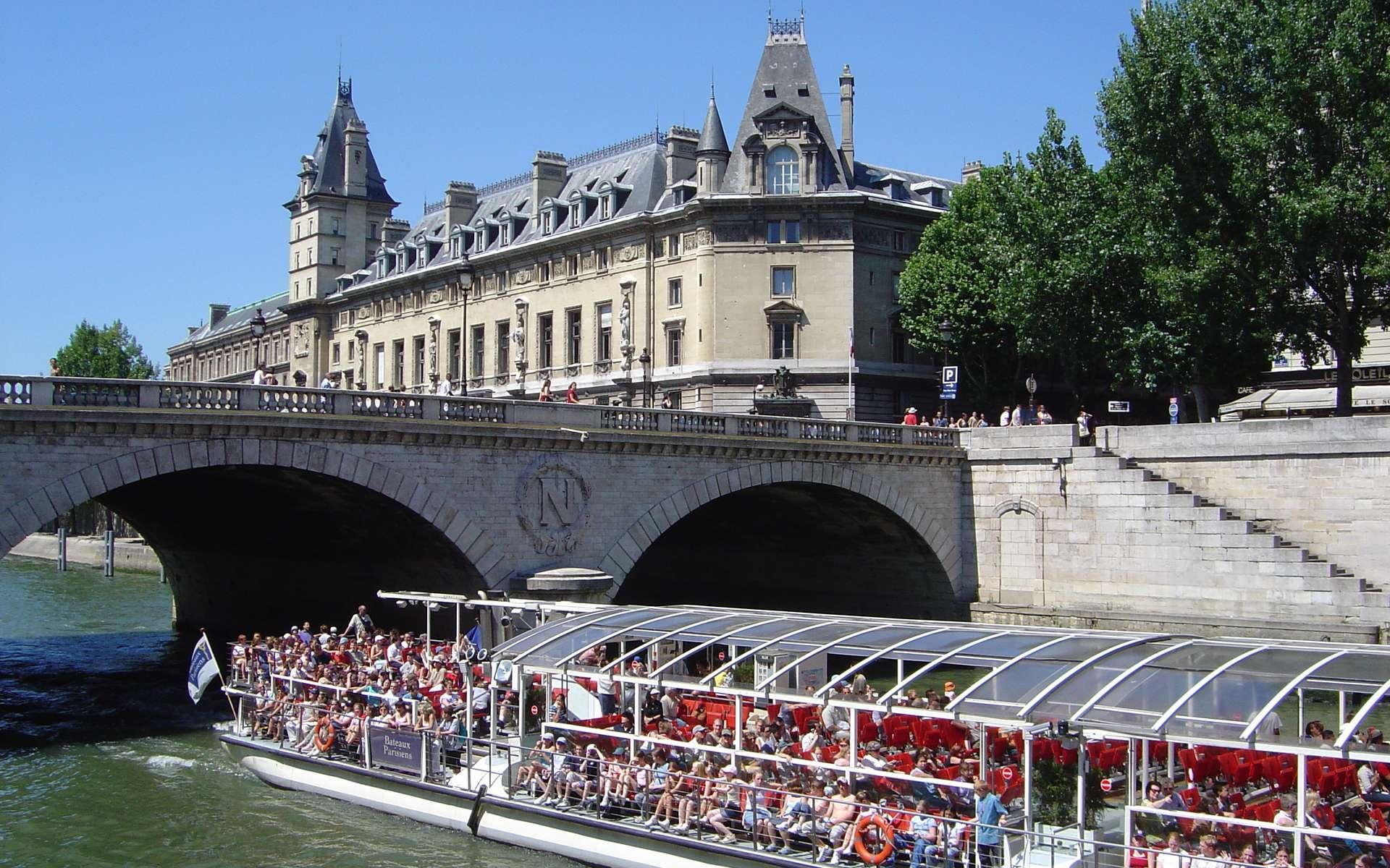 À Paris, le tourisme fluvial est particulièrement développé. © David.Monniaux, Wikimedia Commons, CC by-sa 3.0