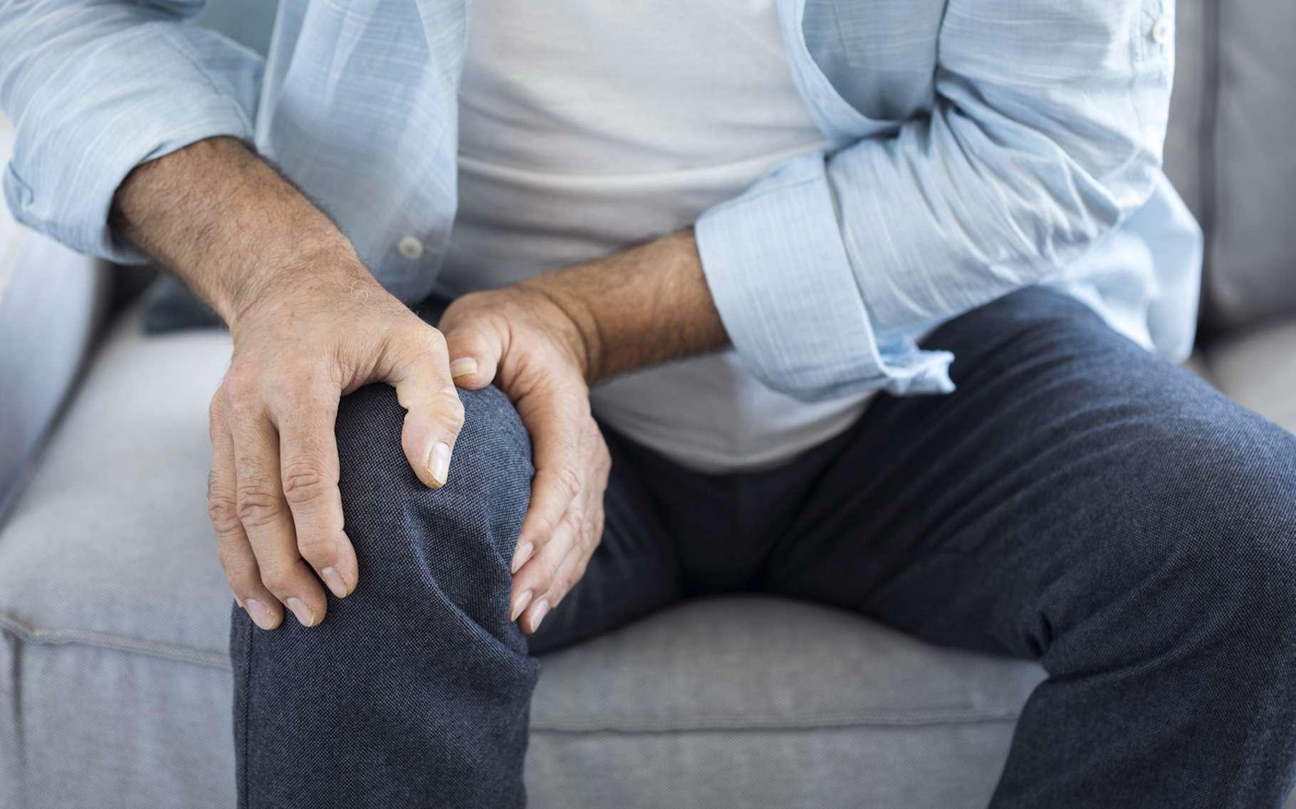 Les douleurs chroniques que connaissent notamment les patients atteints de fibromyalgie auraient finalement une explication tout à fait biologique : un manque de sérotonine. © sebra, Fotolia