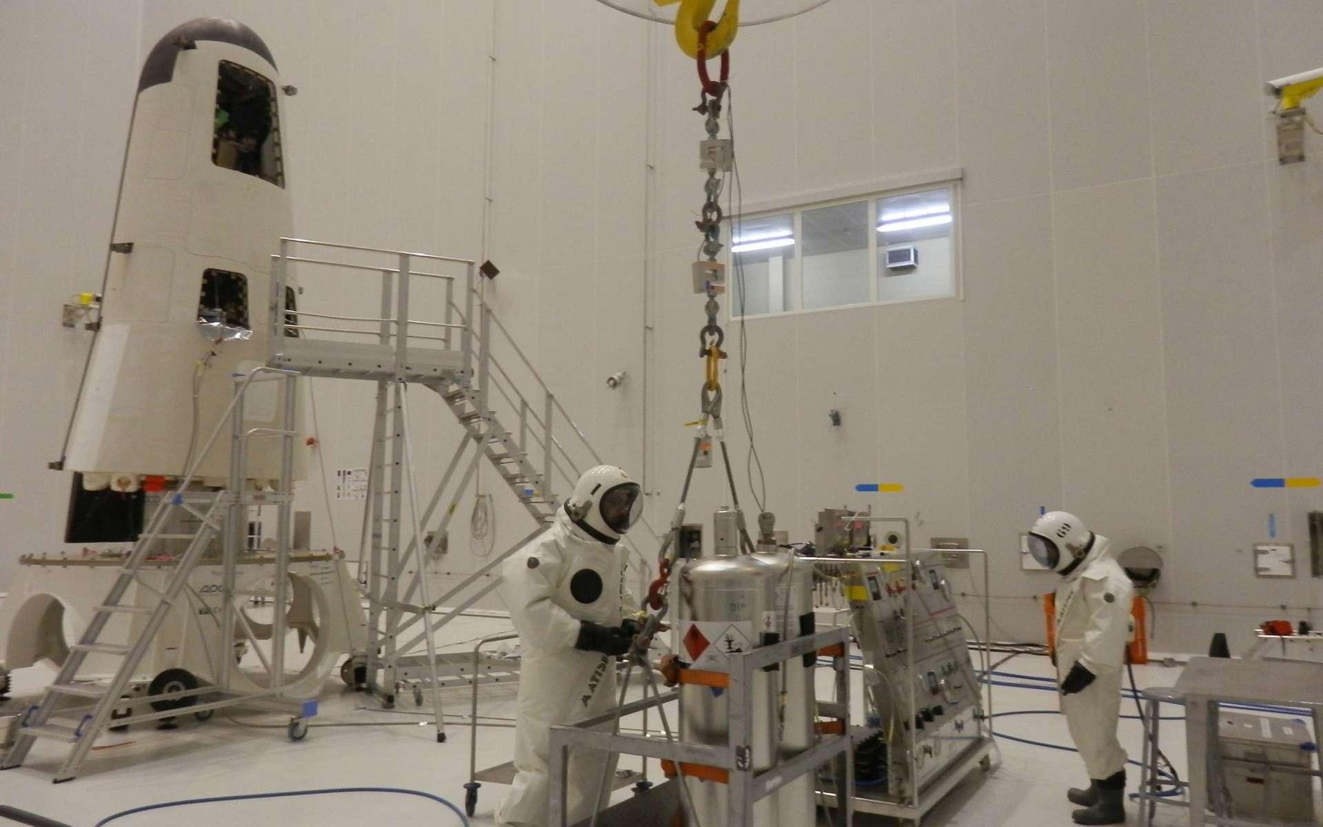 Dans le bâtiment S5 du Centre spatial guyanais, le IXV est préparé en vue de son lancement prévu le 11 février. © Esa, Cnes, Arianespace