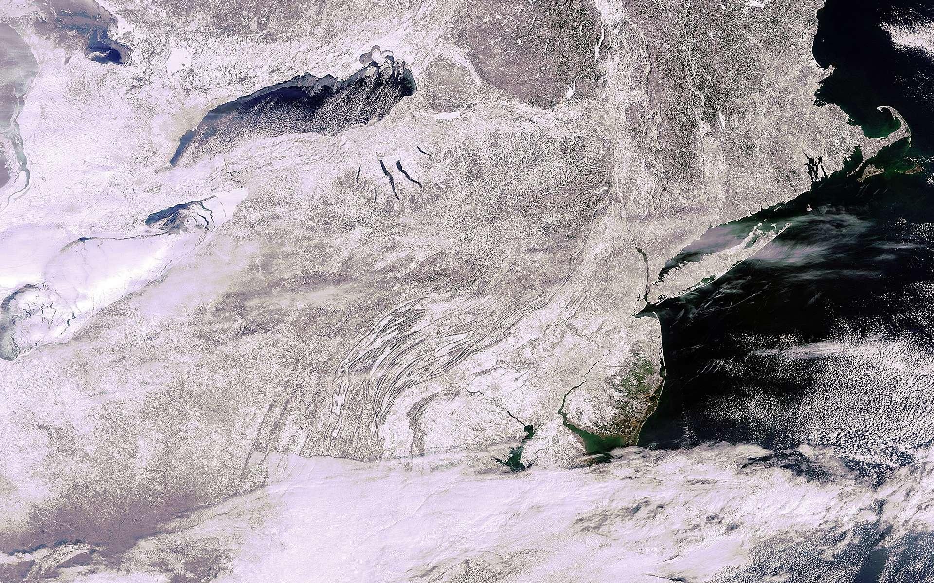 Cette image de la Nouvelle Angleterre a été prise par la caméra Meris (Medium Resolution Imaging Spectrometer) d'Envisat le 31 janvier avec une résolution au sol de 300 mètres. © Esa