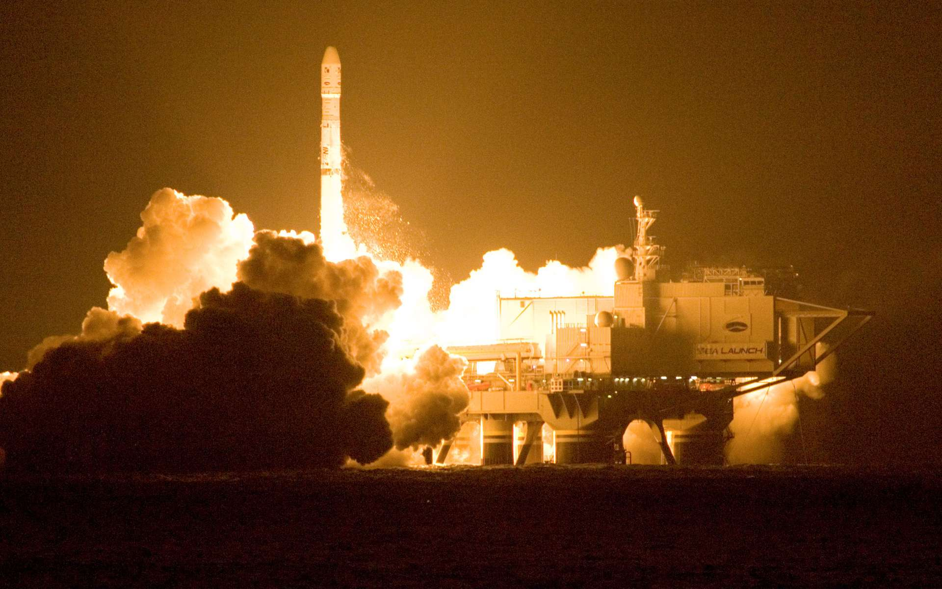Pour une raison inexpliquée, le satellite Intelsat-19 n'a pas pu déployer un de ses panneaux solaires. Un coup dur pour Space Systems/Lora, le constructeur du satellite. À l'image, décollage d'un lanceur russo-ukrainien depuis la plateforme mobile de Sea Launch. © Sea Launch