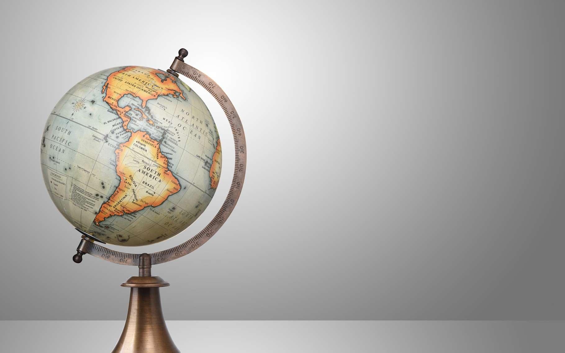 Les méridiens, indissociables de la notion de longitude, passent tous par les deux pôles de la Terre. © chones, Fotolia