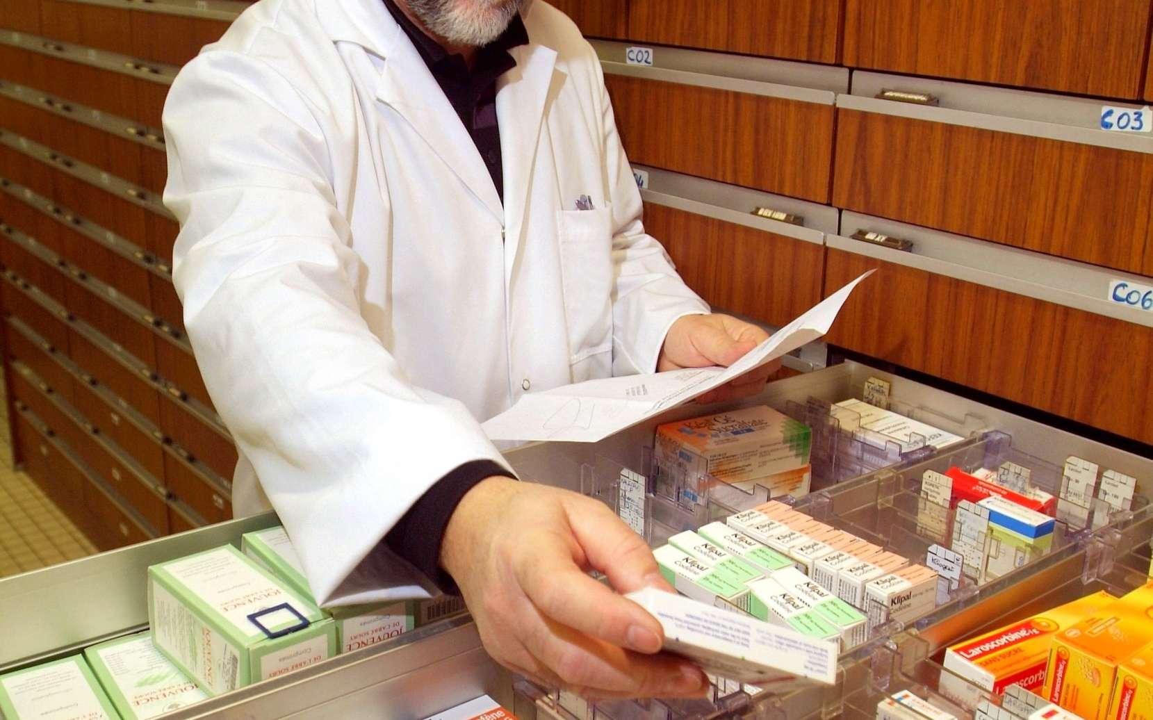 Grâce à la prescription en DCI, plus de problème à l'étranger pour suivre son traitement. Sachez que parfois une même DCI regroupe plus de 100 marques de médicaments ! © Phovoir