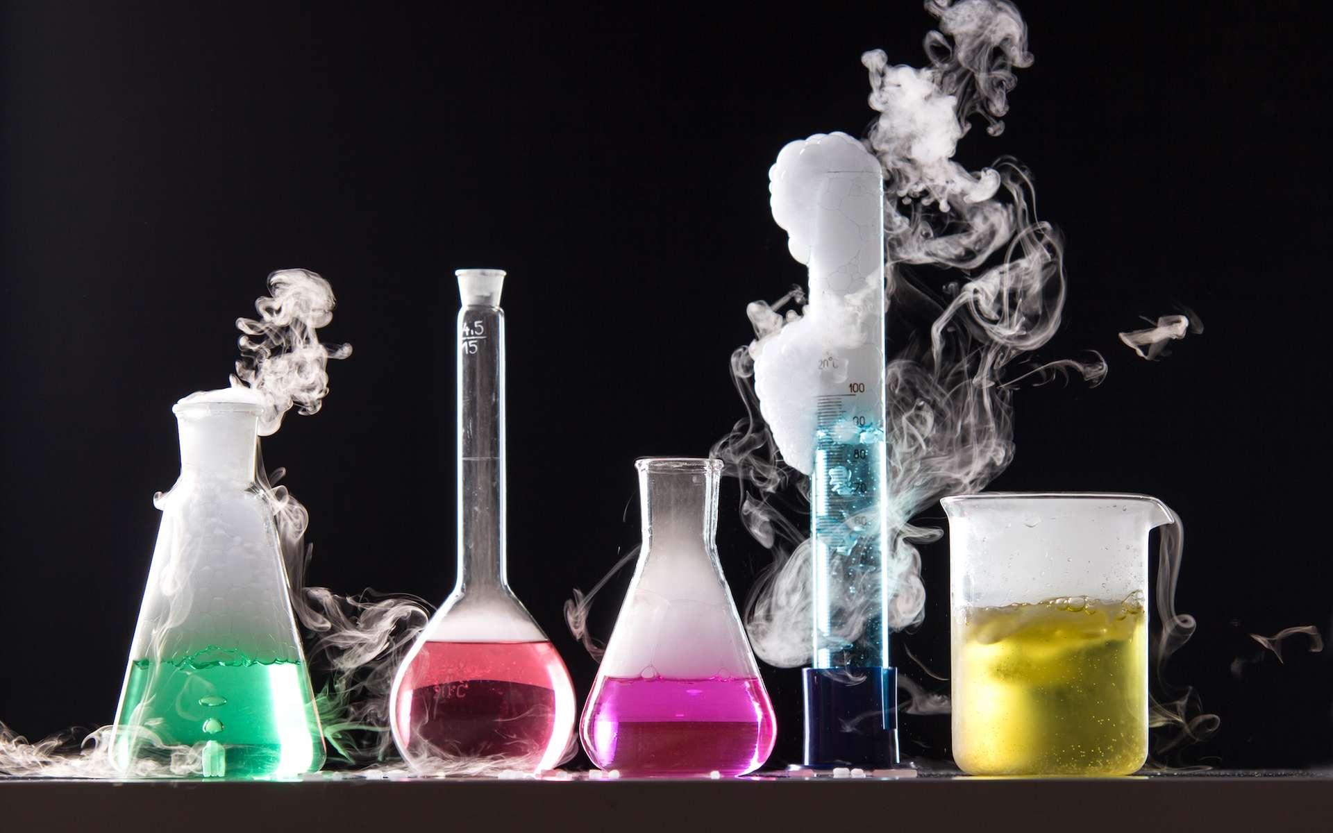 Au cours d'une réaction chimique, des espèces chimiques se transforment en d'autres espèces chimiques. © Michael Ludwiczak, Shutterstock